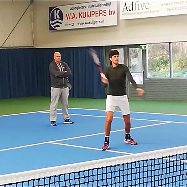 Vandaag was Robin Haase te gast op Tennispark De Delftse Hout om te trainen. Arantxa Rus, Robin Haase...who's next? @kikibertens ? #knltb #pulastic #tennis #gemeentedelft
