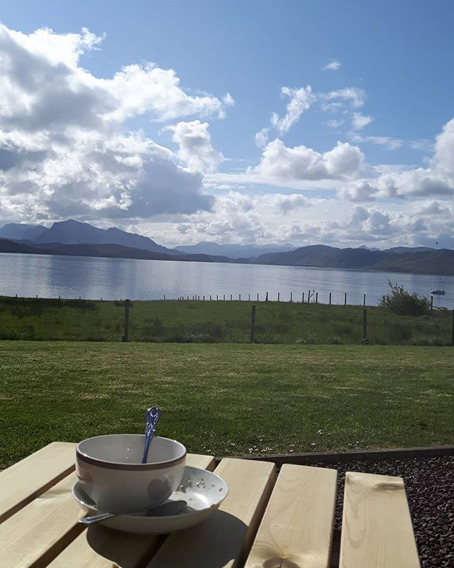 Late alfresco breakfast this morning.. #serenity #alfresco #lochewe #inverasdale #flatcalm  #bandb #bedandbreakfast #travel #explore #scotland #highlands #vacation #holiday #photographyeveryday #photography #microadventure #hiking #loch #freshair