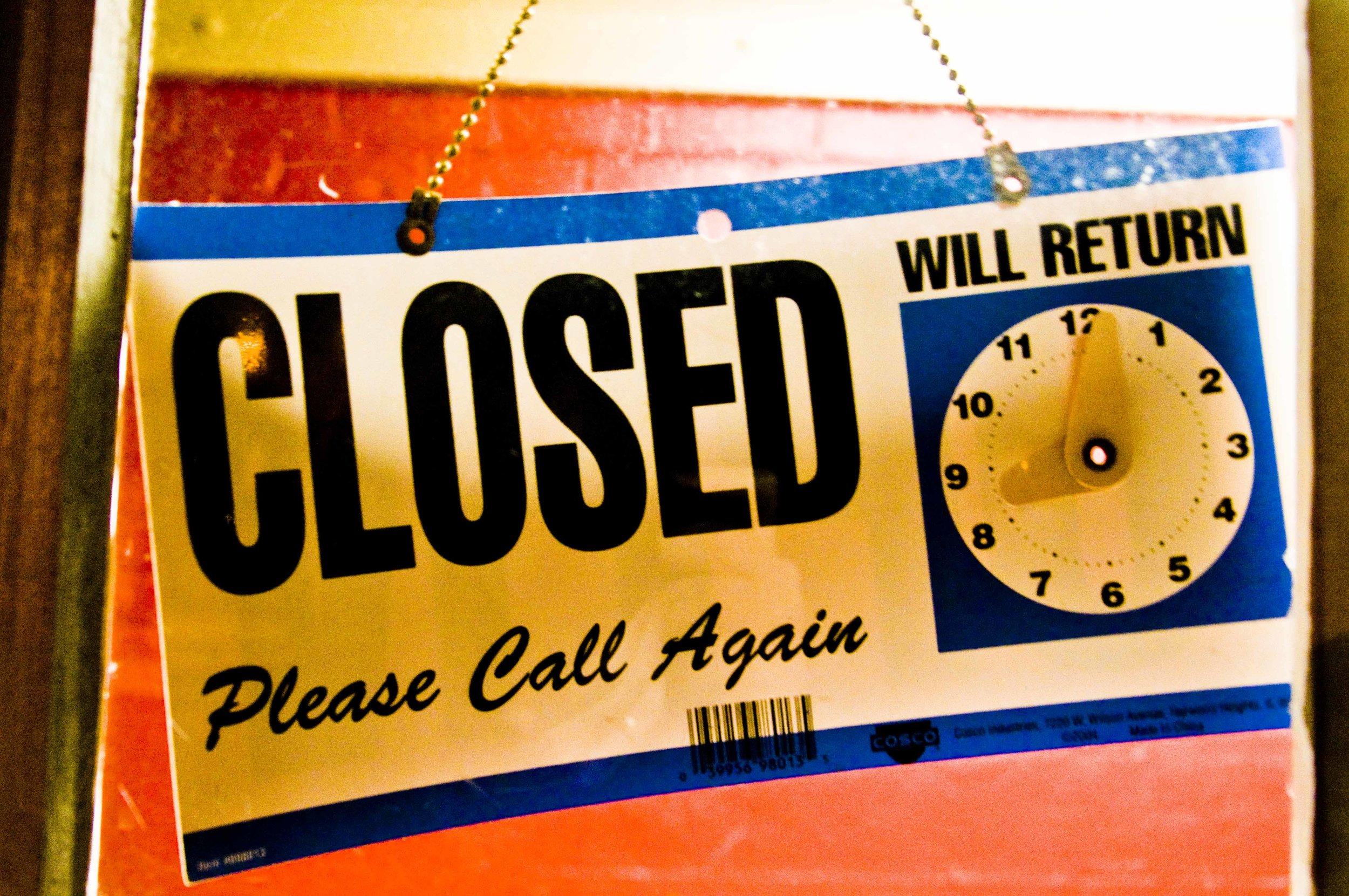 Closed_sign_Hawkins.jpg