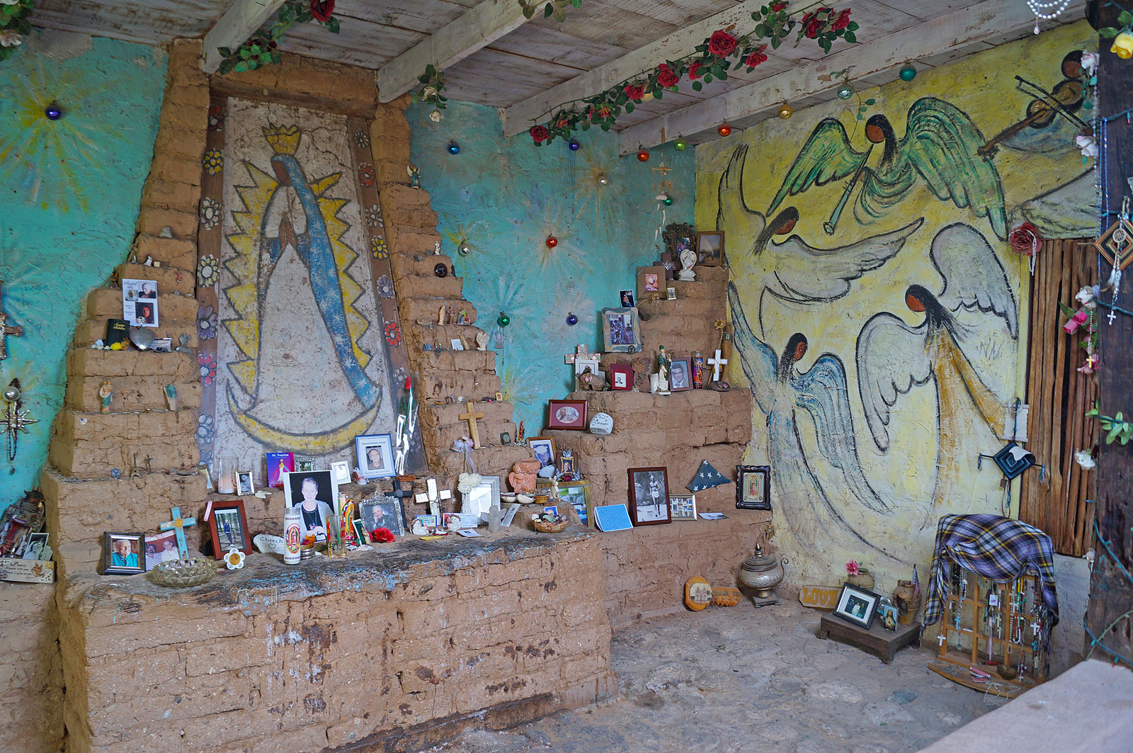 "courtesy of Wiki Commons: The interior of the chapel by Ettore ""Ted"" Degrazia finished in 1952"
