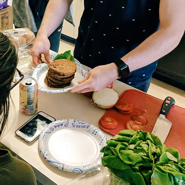 Our Director of Food and Nutrition @baileycapra with that nice stack of fresh Eatree burgers at our taste testing event yesterday! Peep the crispy and smooth butter lettuce in the corner 🌿