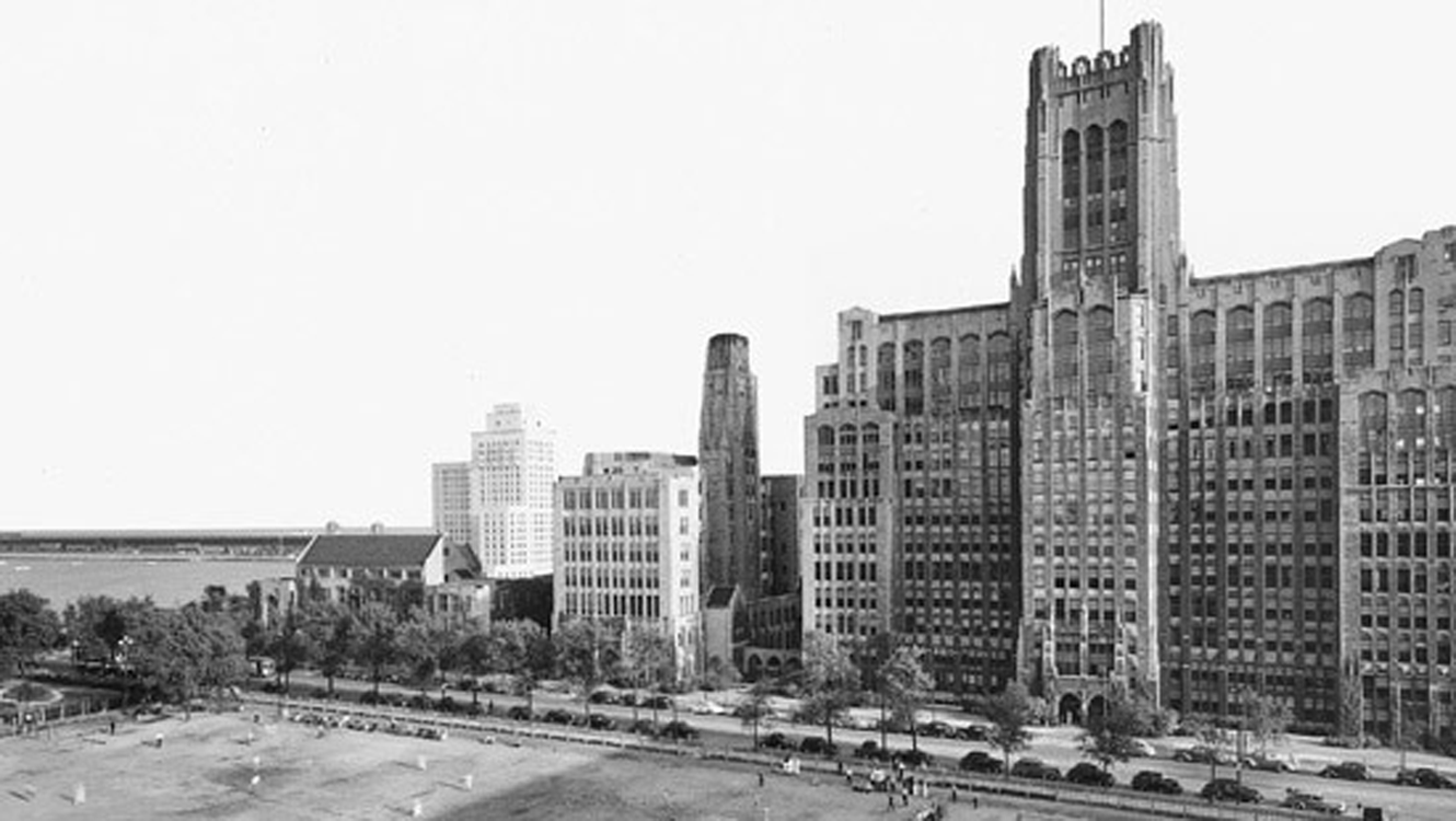 1940's image of the eastern end of Chicago Ave. where it butts up to Lake Shore Drive and the lake.
