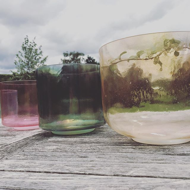 Sound Bath With Alchemy Crystal bowls Sunday 21 July in Middle Coombe 11.00-12.15 #soundhealingmeditation #soundhealingbowls #destressing #relax