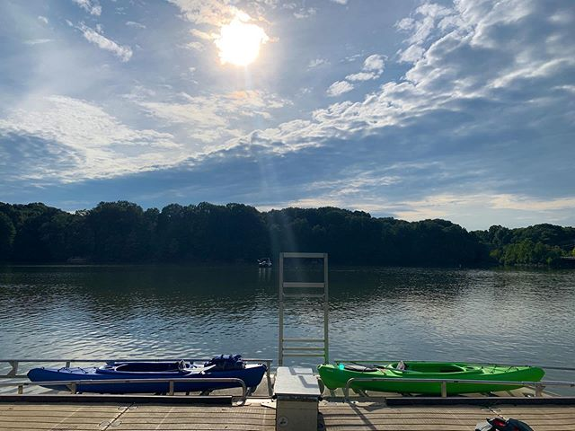 The forecast looks GLORIOUS this weekend and reservations are open for Saturday and Sunday! Click the link in our profile to book an adventure today and kayak or paddle board the scenic Alum Creek. We have baby bald eagles and Osprey flying about lately and swimming coves and inlets to keep cool during your paddle! See you soon!