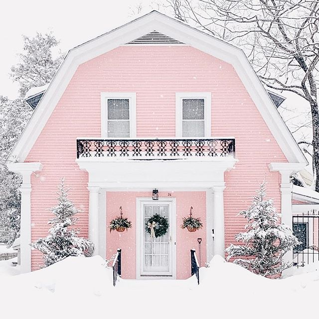 April fools came early, and we woke up to snow a few days ago... wouldn't have been mad about it if this was our view though!!📸 @sarah_stimpson . . . . #neutralhome #interiors123 #dailydecordetail #myserie7 #thenewbohemians #mydecorvibe #howyouhome #apartmenttherapy #oneroomchallenge #kismetcheckoutmyhouse #luxeathome #interiordesign #interiordecor #home #homestyle #homedesign #interiors #interiorstyling #homeinspo #homesohard #mycovetedhome #peepmyhome #pocketofmyhome #showmeyourstyled #howwedwell #makehomeyours #lovetohome #myhomevibe #mydomaine #currenthomeview