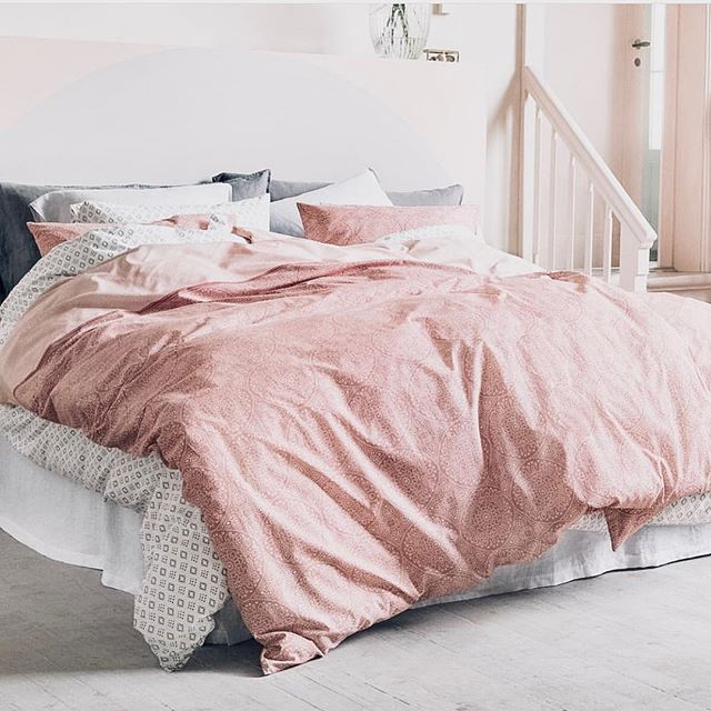 Is there anything better than linen bedding?? Yes, pink linen bedding that's affordable! We know it is spring when our pink accents come out! 📸@hmhome . . . . #neutralhome #interiors123 #dailydecordetail #myserie7 #thenewbohemians #mydecorvibe #howyouhome #apartmenttherapy #oneroomchallenge #kismetcheckoutmyhouse #luxeathome #interiordesign #interiordecor #home #homestyle #homedesign #interiors #interiorstyling #homeinspo #homesohard #mycovetedhome #peepmyhome #pocketofmyhome #showmeyourstyled #howwedwell #makehomeyours #lovetohome #myhomevibe #mydomaine #currenthomeview
