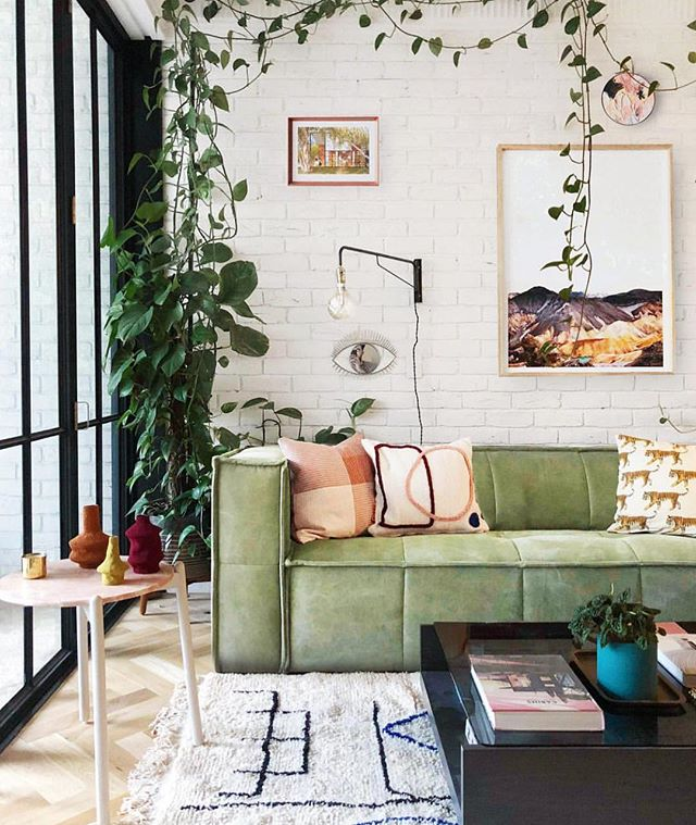 How comfy does this amazing sofa look? Ready to curl up for a midday nap. . . . . #neutralhome #interiors123 #dailydecordetail #myserie7 #thenewbohemians #mydecorvibe #howyouhome #apartmenttherapy #oneroomchallenge #kismetcheckoutmyhouse #luxeathome #interiordesign #interiordecor #home #homestyle #homedesign #interiors #interiorstyling #homeinspo #homesohard #mycovetedhome #peepmyhome #pocketofmyhome #showmeyourstyled #howwedwell #makehomeyours #lovetohome #myhomevibe #mydomaine #currenthomeview 📸 @jono.fleming