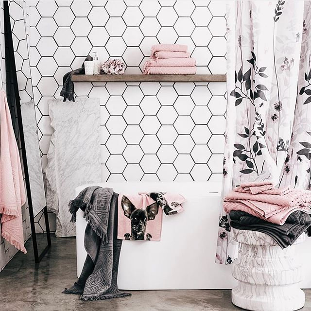 Hexagon tiles and pink accents. The perfect concoction to a gorgeous bathroom!! 📸@hmhome . . . . #neutralhome #interiors123 #dailydecordetail #myserie7 #thenewbohemians #mydecorvibe #howyouhome #apartmenttherapy #oneroomchallenge #kismetcheckoutmyhouse #luxeathome #interiordesign #interiordecor #home #homestyle #homedesign #interiors #interiorstyling #homeinspo #homesohard #mycovetedhome #peepmyhome #pocketofmyhome #showmeyourstyled #howwedwell #makehomeyours #lovetohome #myhomevibe #mydomaine #currenthomeview