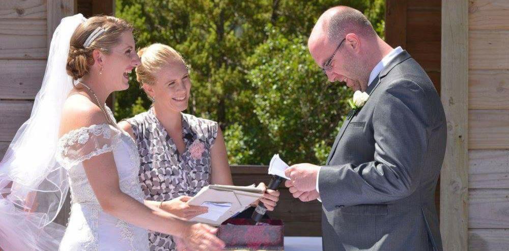 Patricia-robbie-wedding-celebrant-04.jpg