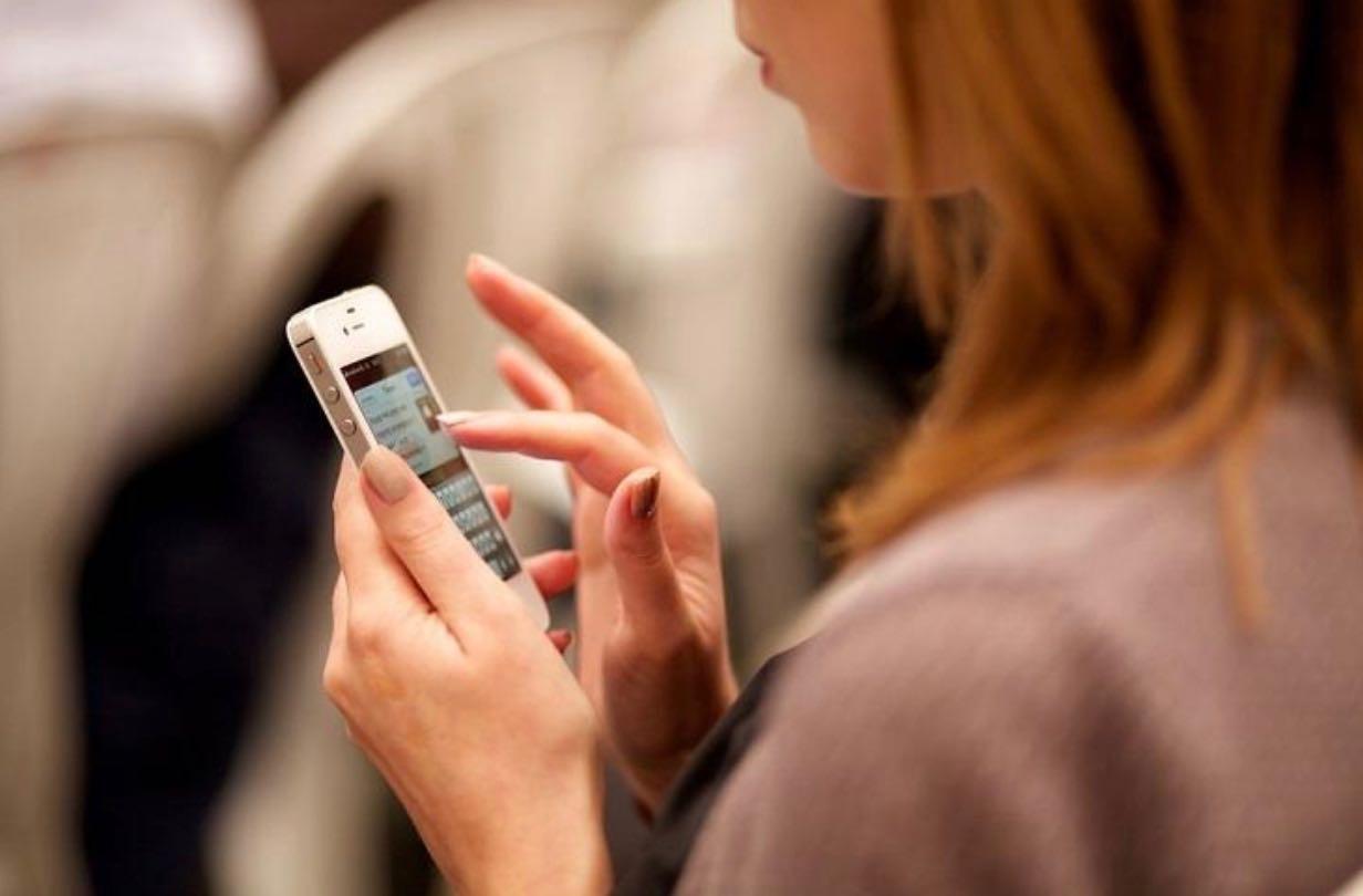 teendiscreteon phone.jpg