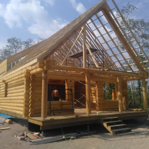 Roof System - Eng. roof trusses are used for most log homes. It is a more efficient way of doing it, saving time, money and problems compared to log trusses. A formal stamped blueprints also comes with the trusses package. Basically the roof has 3 main supports beams (front, middle, back) Those 3 beams support the LVL beam that runs from the back to the front of the cabin. The trusses are big enough to hold R60 insulation. Then 7/16 osb cover the roof and normal shingles applied. A metal roof option is also available at extra cost.