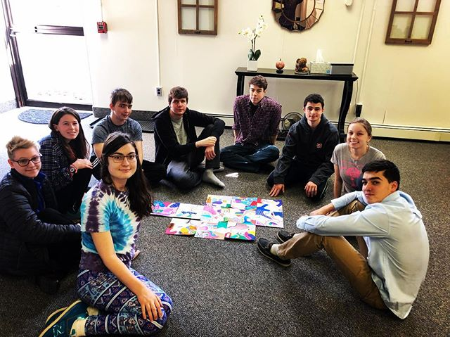 Teamwork makes all the pieces of the puzzle come together  #art #semesteroff #joy #artwork #dosomethingnew #teamwork #togetherstronger #feelingood #gapyear #artpuzzle #pretty #colorinspirstion