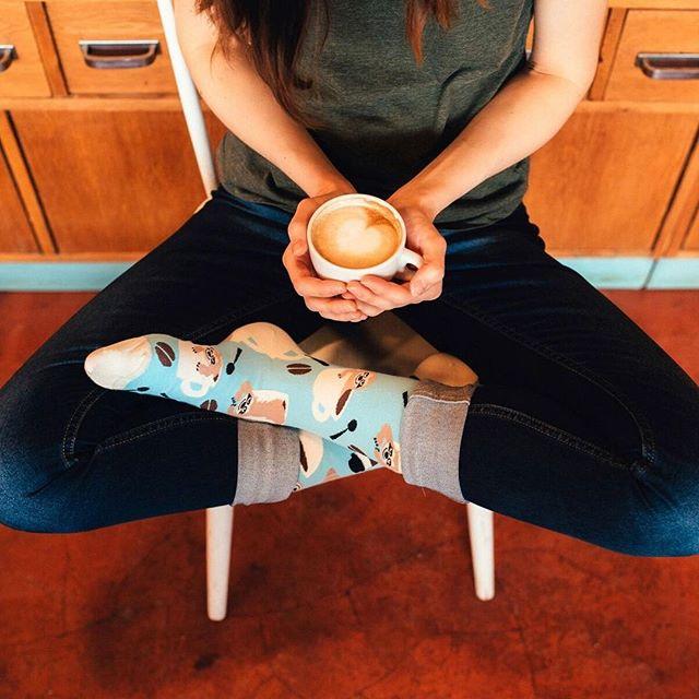 Aj ty si dnes taký malý leňochod? Kava nepomáha, treba nám slniečko :). #vitamin #coffee #sloth #dnesnosim #veseleponozky #lenochod