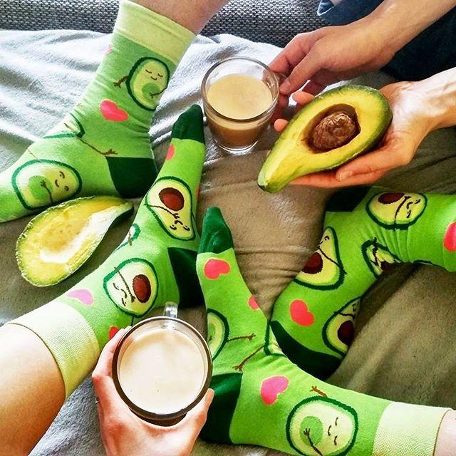 Najkrajší kompliment na ráno:  Si ako #avokado ! 🥑 Robíš všetkých ľudí okolo šťastných 💚 A čo tvoje piatkové ráno? #dnesjemzdravo #dnesnosim #avocado #veseleponozky #dedoles #rano #morninglikethis