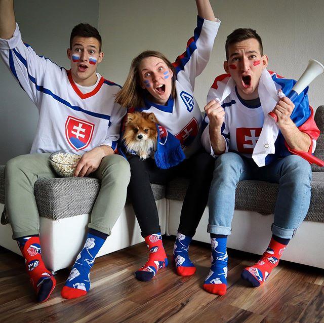Dneska teda fandíme? :-) Ako podľa teba dopadnú prvé zápasy? #dnesnosim #dedoles #veseleponozky #hokej #icehockey #championship #slovakia
