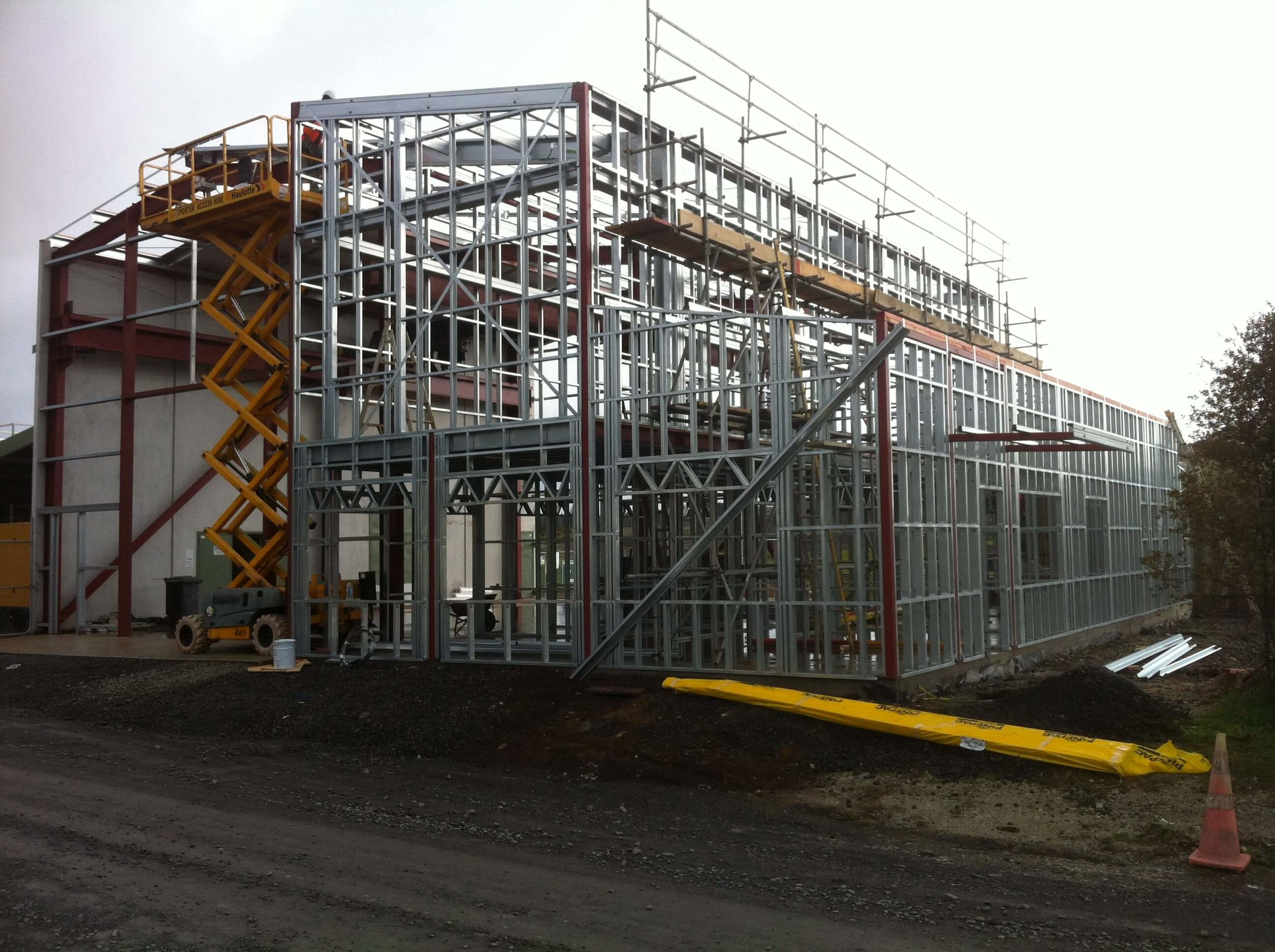 Commercial & Industrial - Our specialist commercial building team concentrates in specific areas of construction, whether it be concrete tilt panel, multi-level office complexes or a big shed; whatever it is, one of our team will be able to assist you.