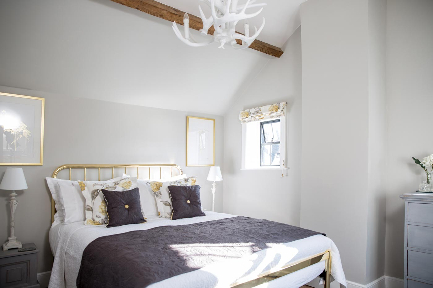 Master Bedroom - The Cottage Master bedroom has an en-suite shower room with warm towels and a thermostatic shower.
