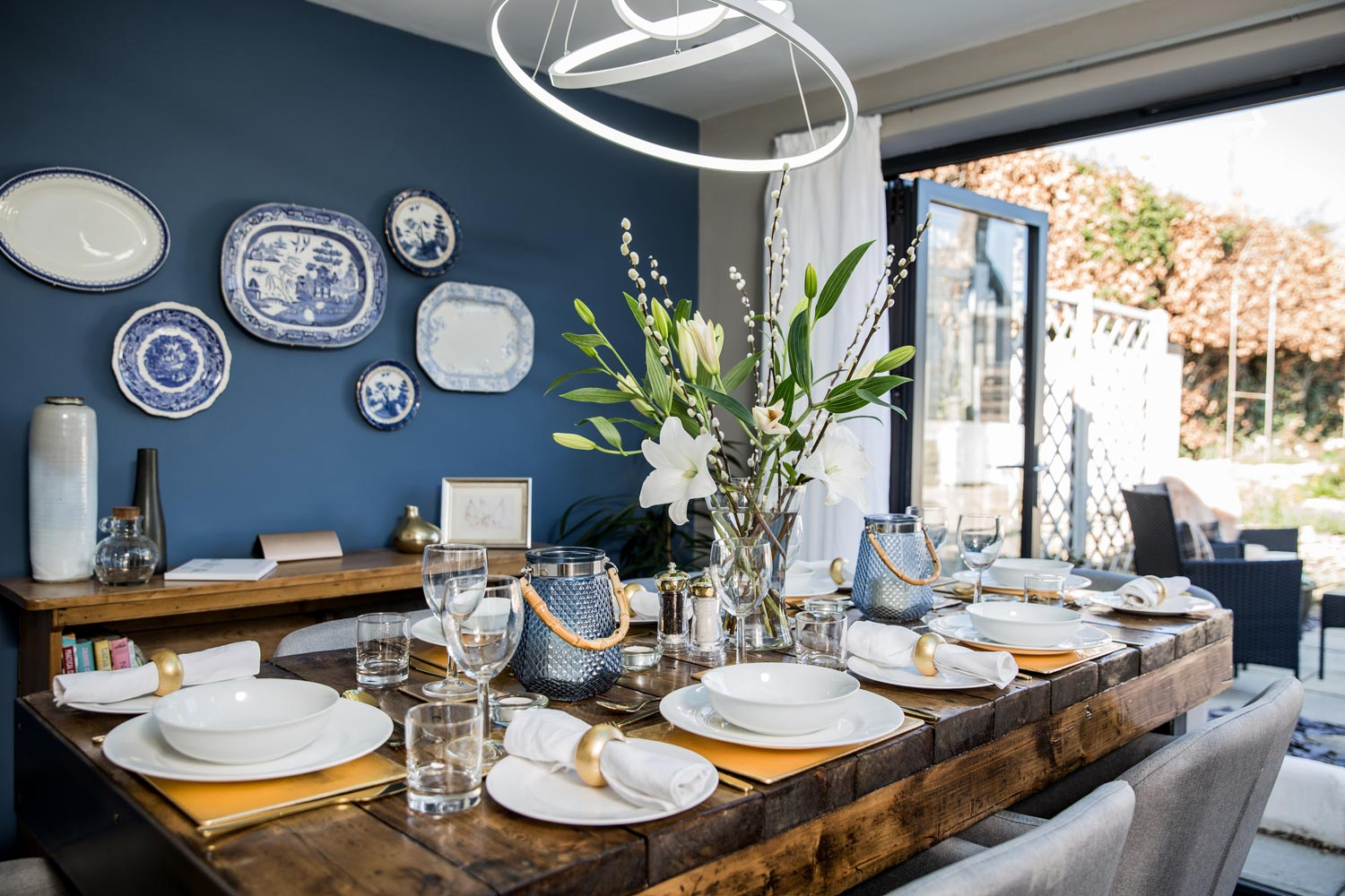 Summer dining brings the outside inside