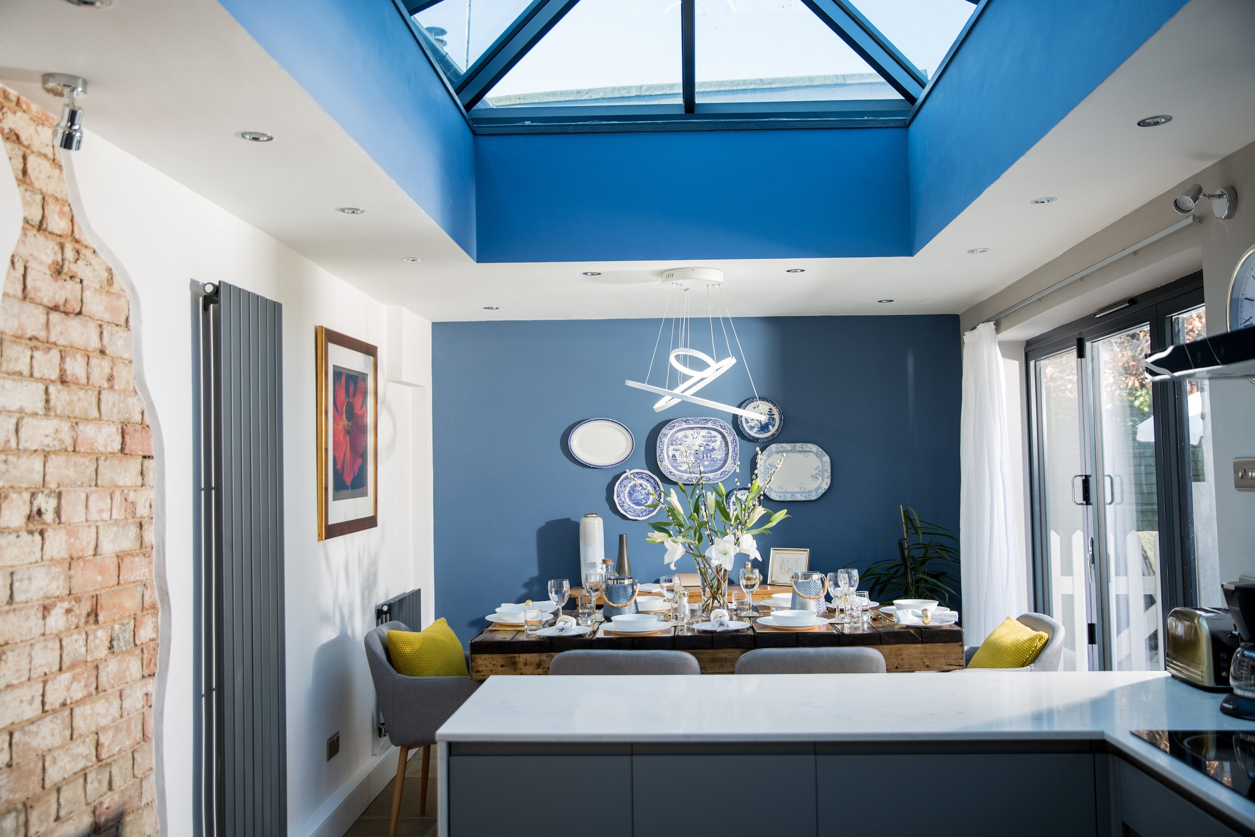Kitchen Diner - The Cottage has a large stylish kitchen diner seating 6 and has everything you need to cook a grand meal or hearty breakfast.
