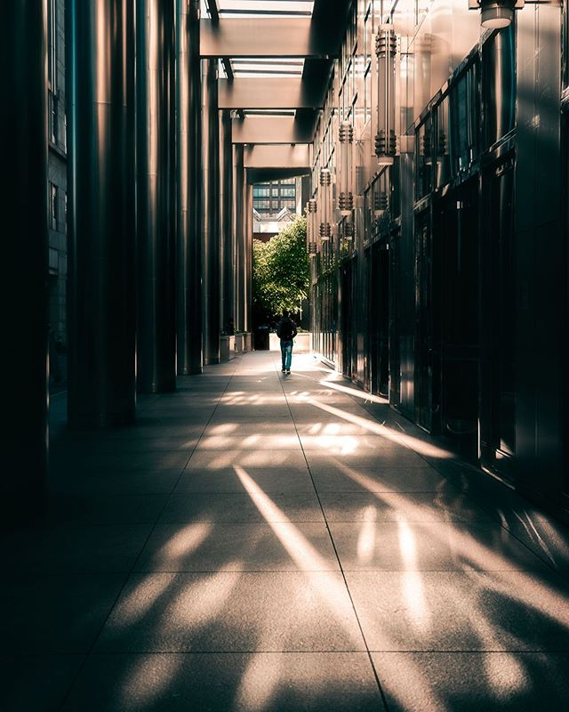 When the light lines up just right 😉 how is everyone's weekend going?! . . . . . #all2epic #ourstreetdays #serialshooters #urbanromantix #streetshared #alphacollective #moodygrams #eclectic_shotz #depthdiscovered #streets_vision #theimaged #citygrammers #visualambassadors #gramslayers #depthobsessed #streetgrammers #fatalframes #strangertonez #unknownperspectives #dof_addicts #way2ill #ourmoodydays #shotzdelight #heatercentral #citykillerz #illgrammers #streetmobs #ourcolourdays #street_ninjas #streetmood