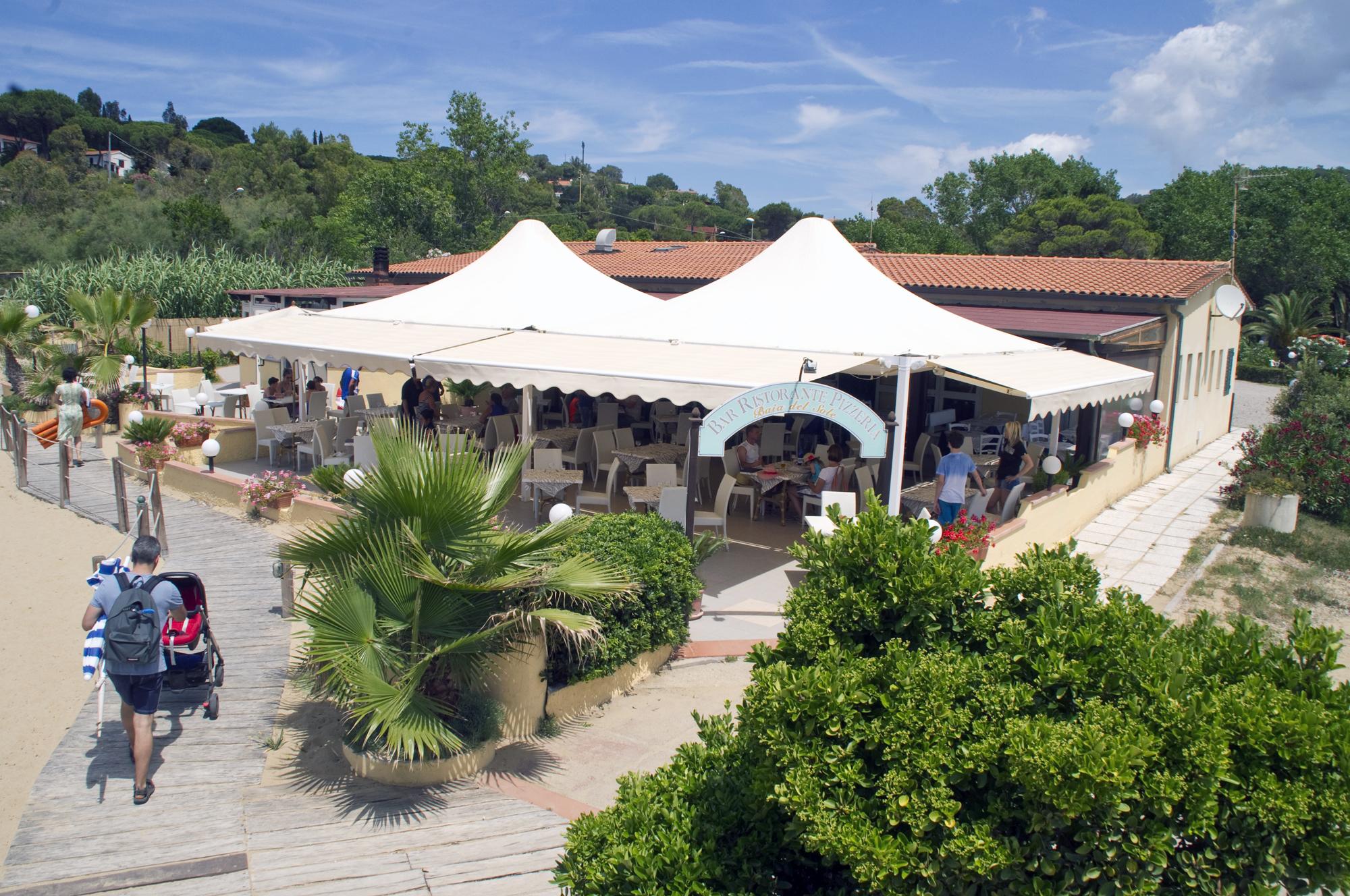 Il bar/ristorante sulla spiaggia