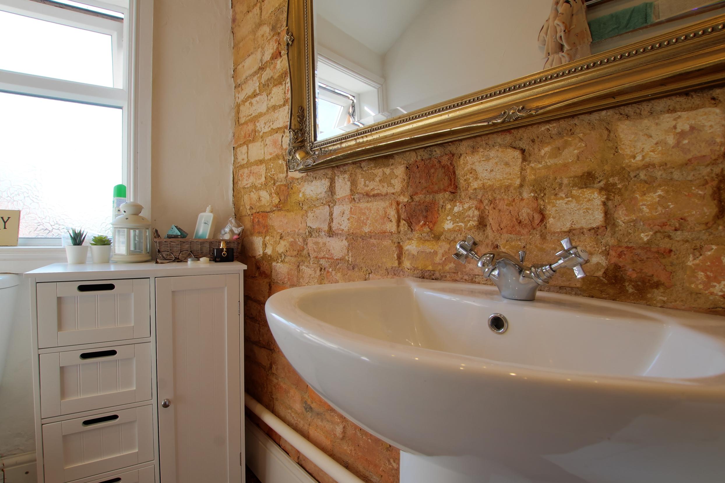 16 bathroom lifestyle.jpg