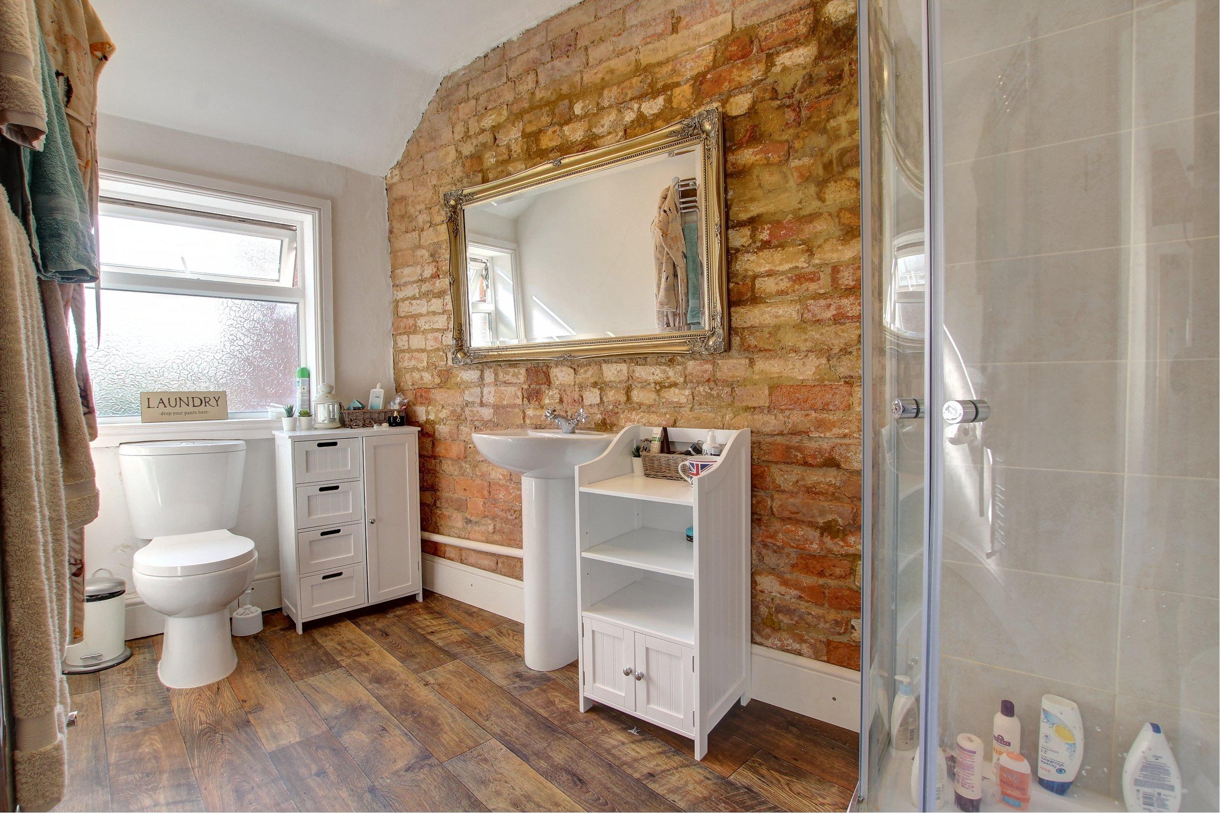15 shower room.jpg