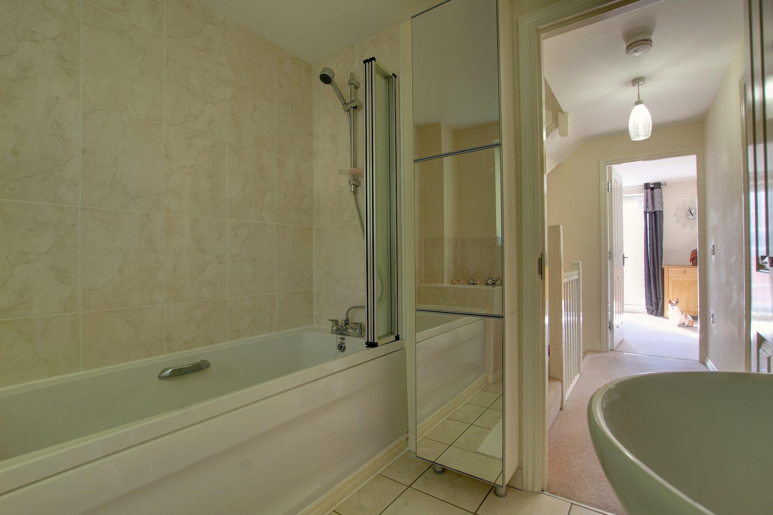 3 Bathroom ii.jpg