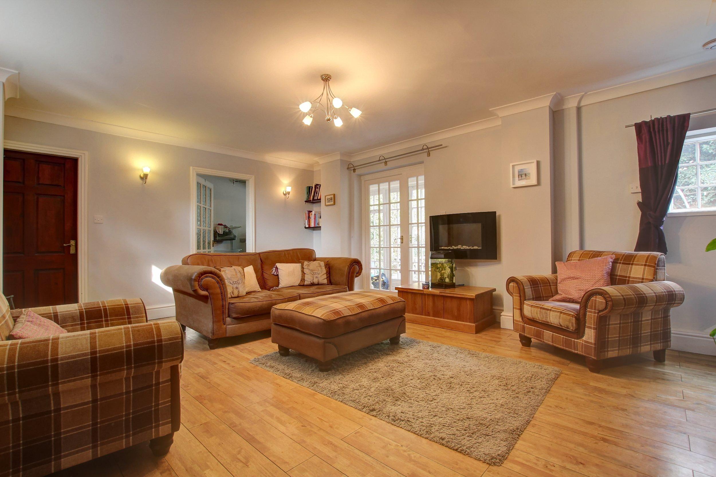 12 sitting room.jpg