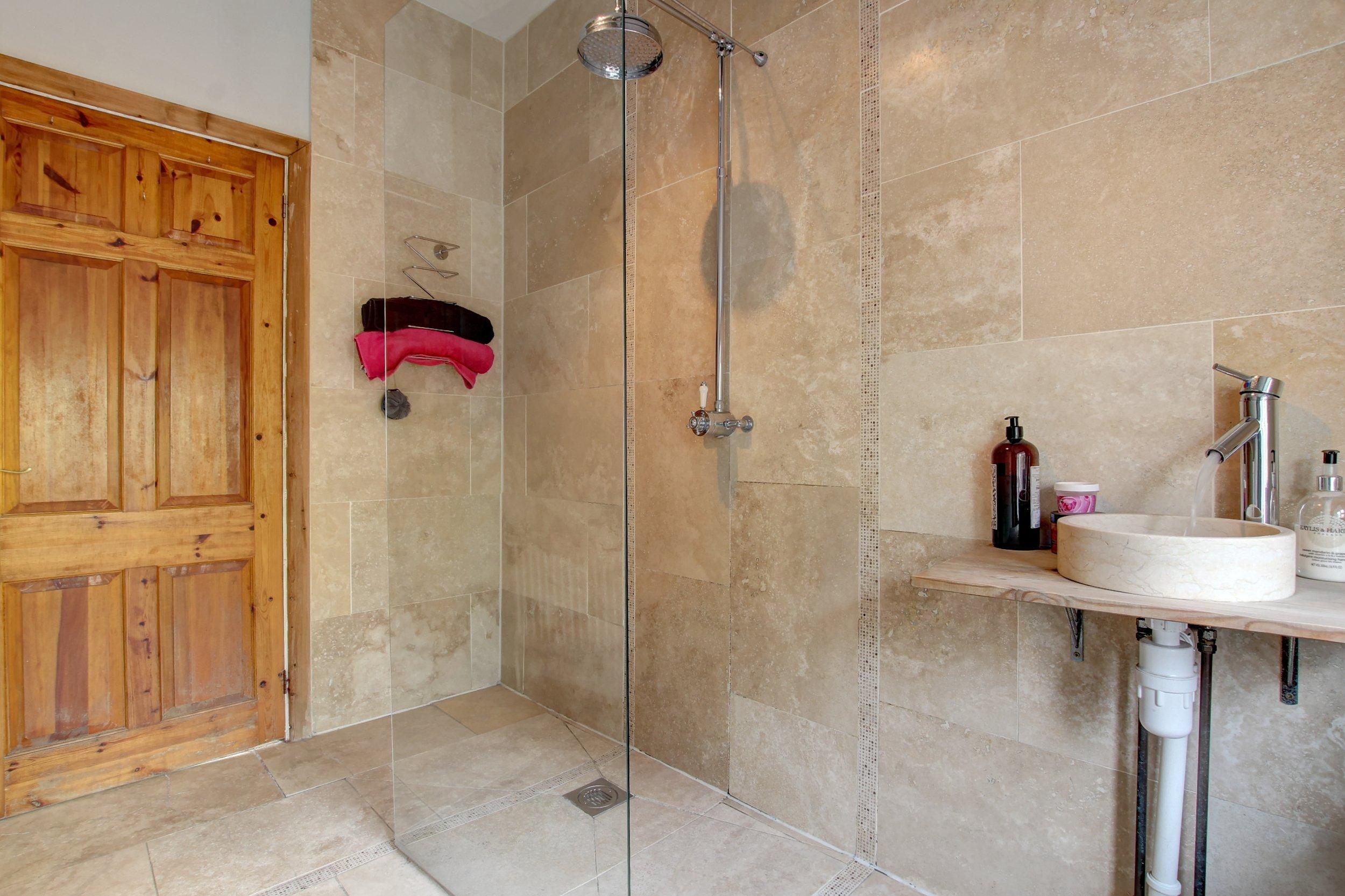 16 shower room.jpg