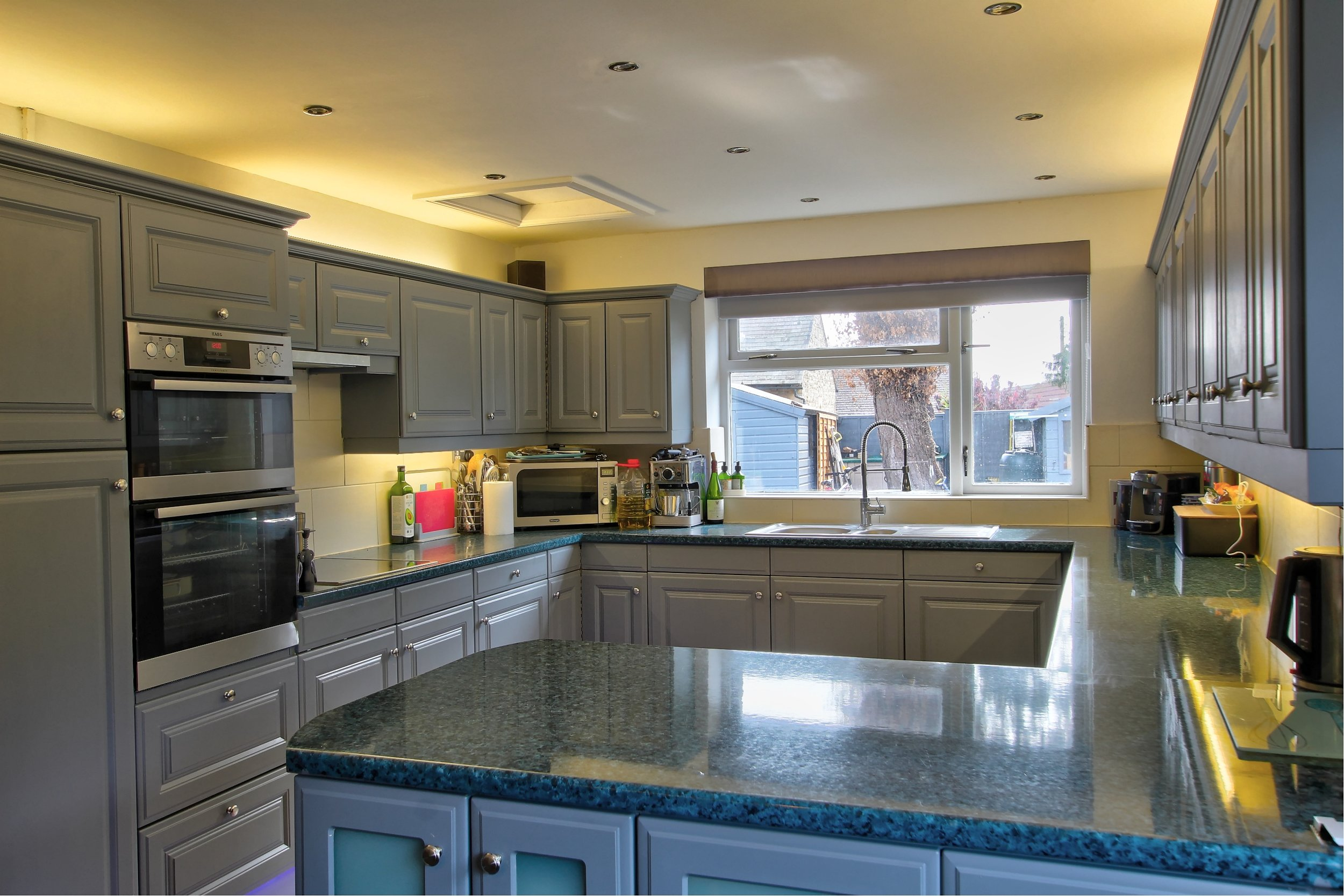 16 kitchen iv.jpg