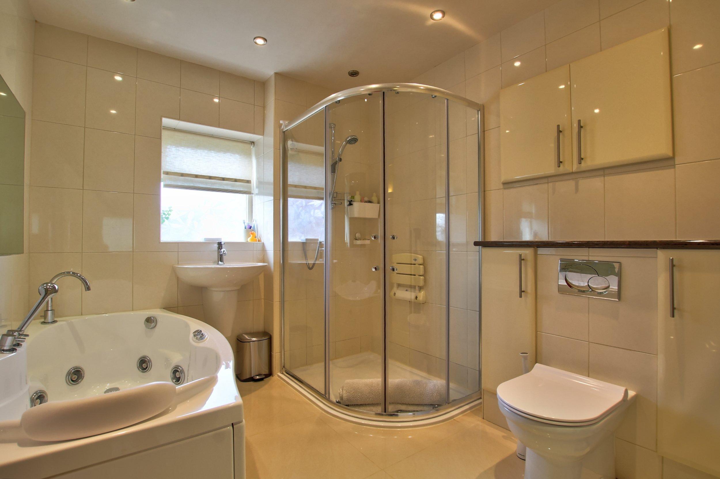 28 family bathroom.jpg