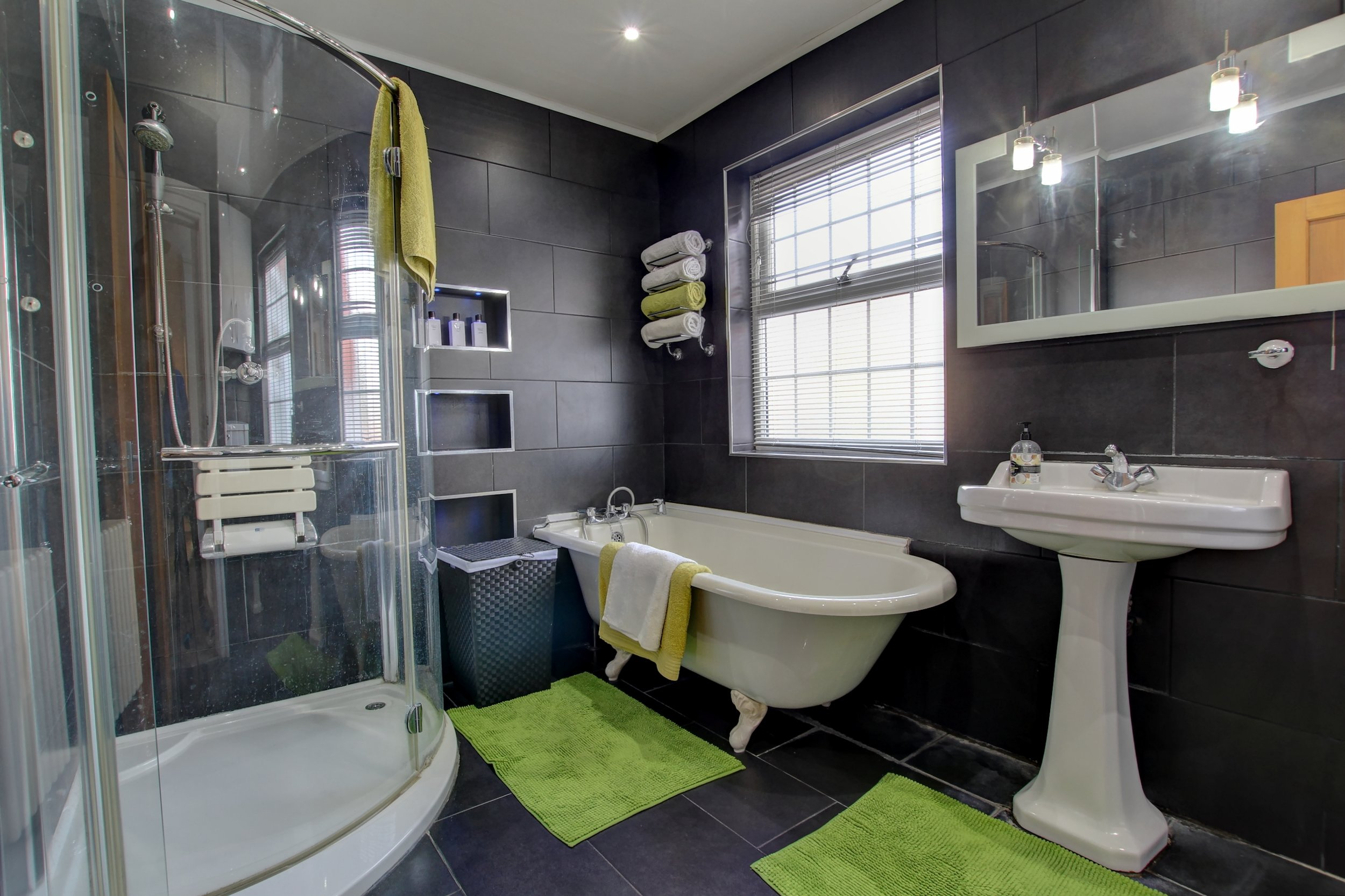 19 bathroom ii.jpg