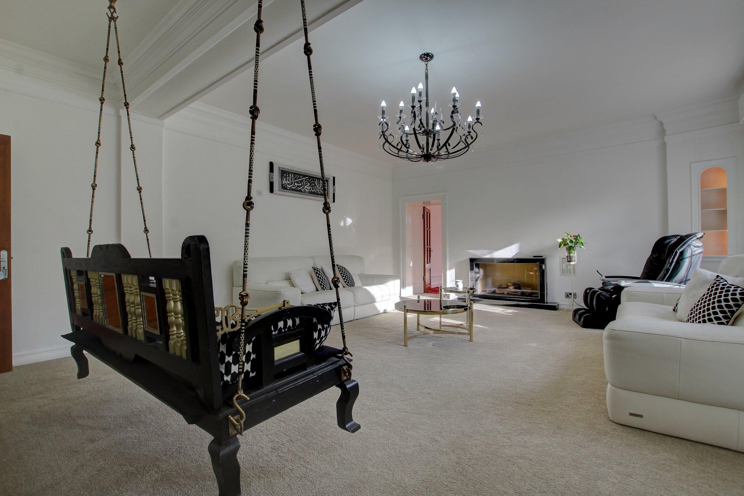 25 lounge.jpg