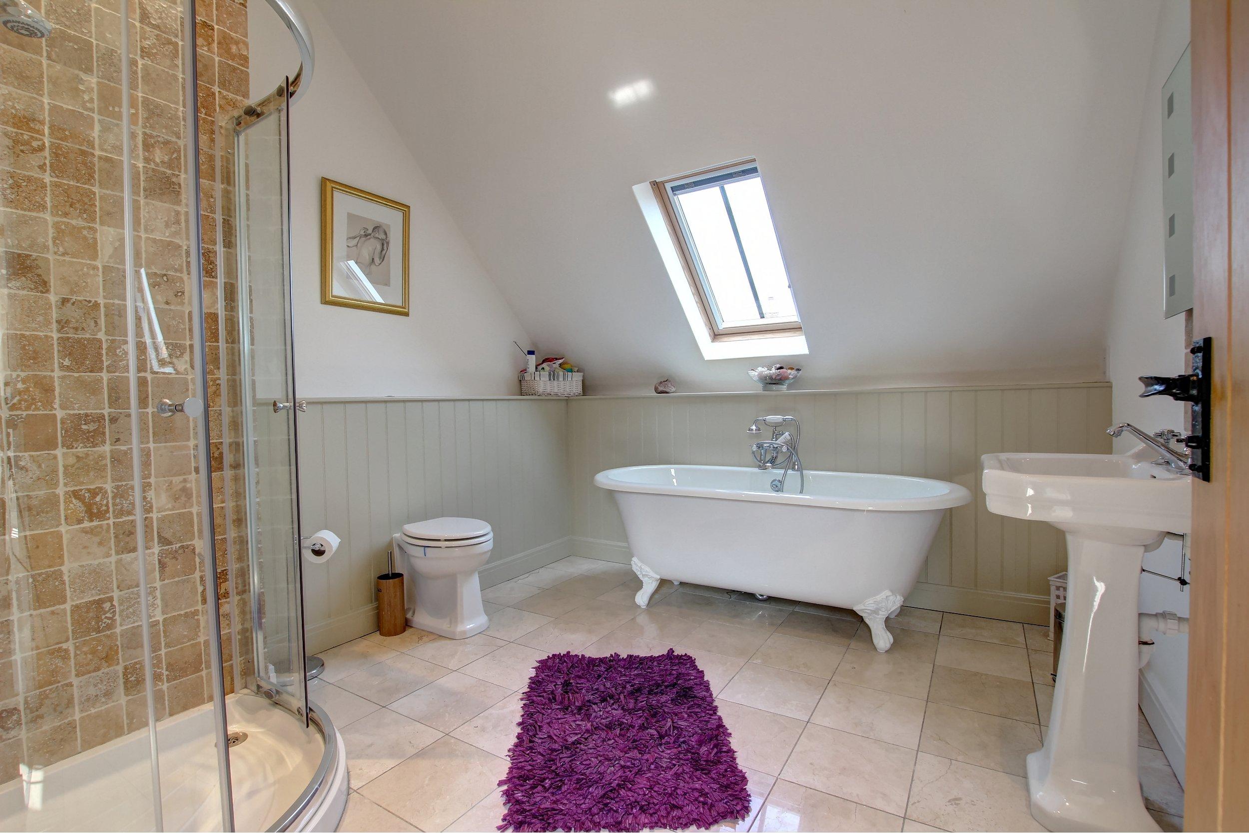 42 bathroom.jpg