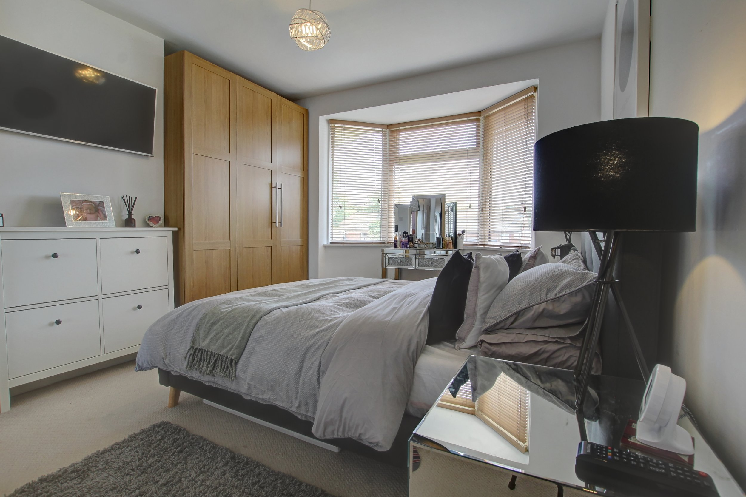 21 bedroom one.jpg