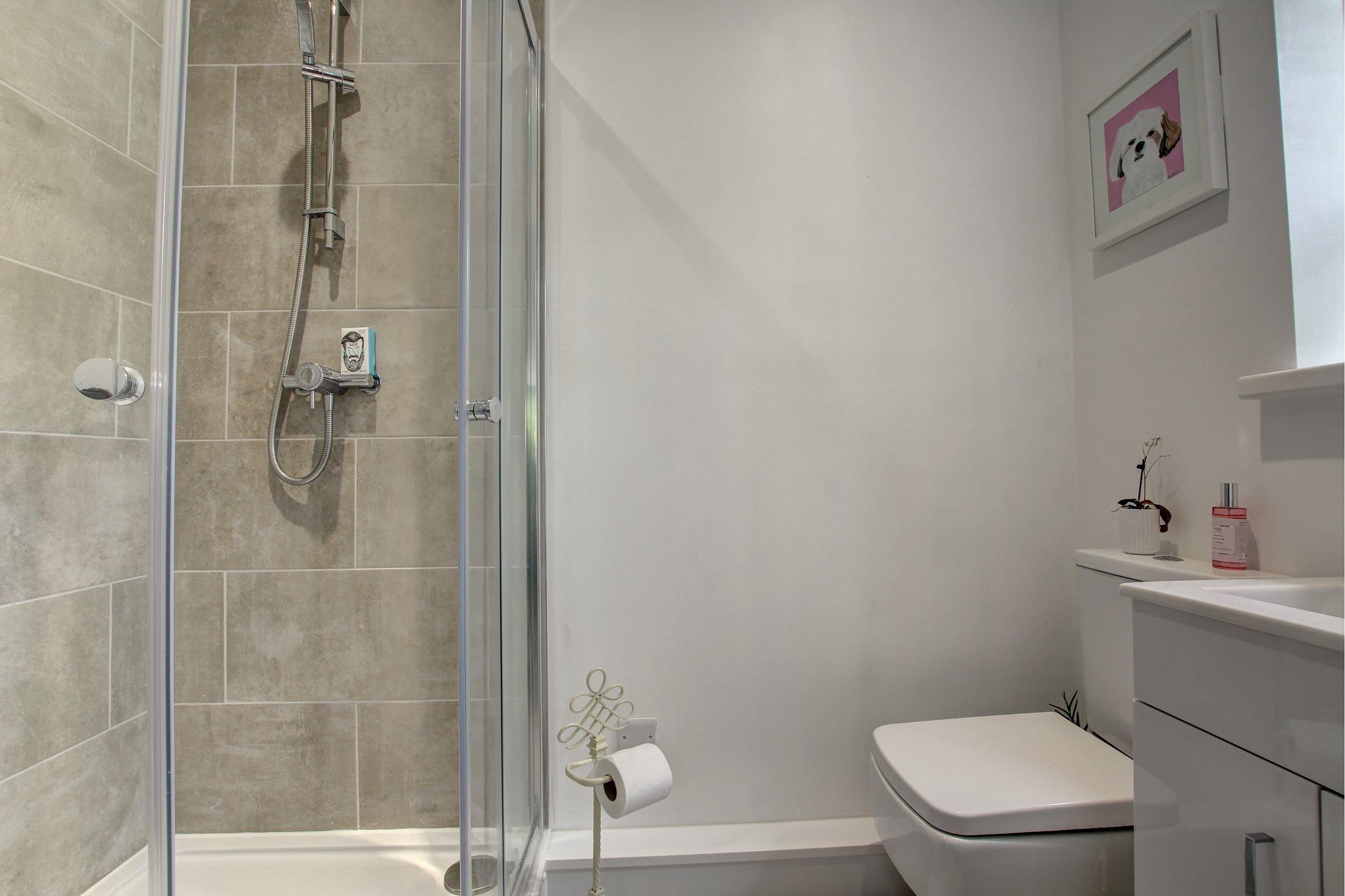 26 shower room.jpg