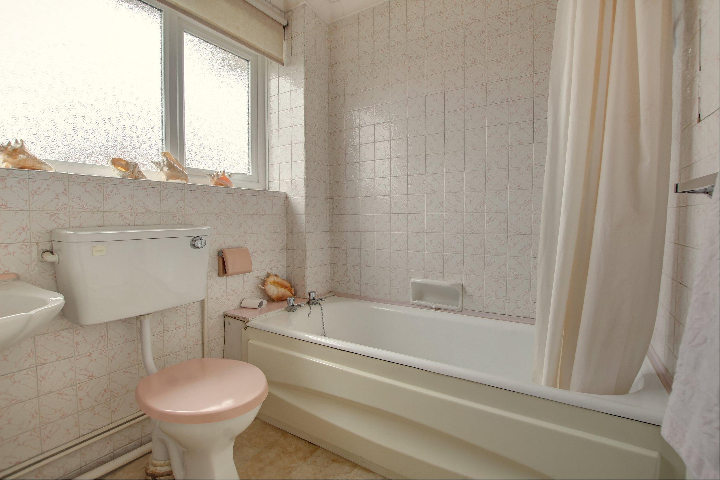 10 bathroom (1).jpg