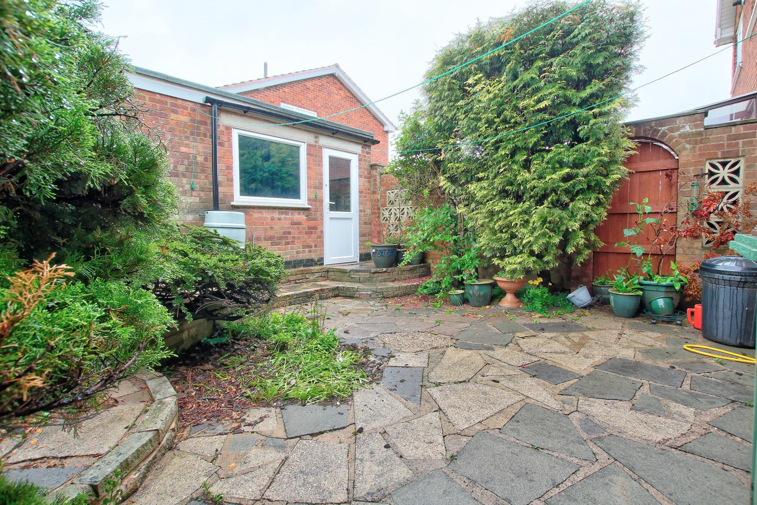 15 rear garden (1).jpg