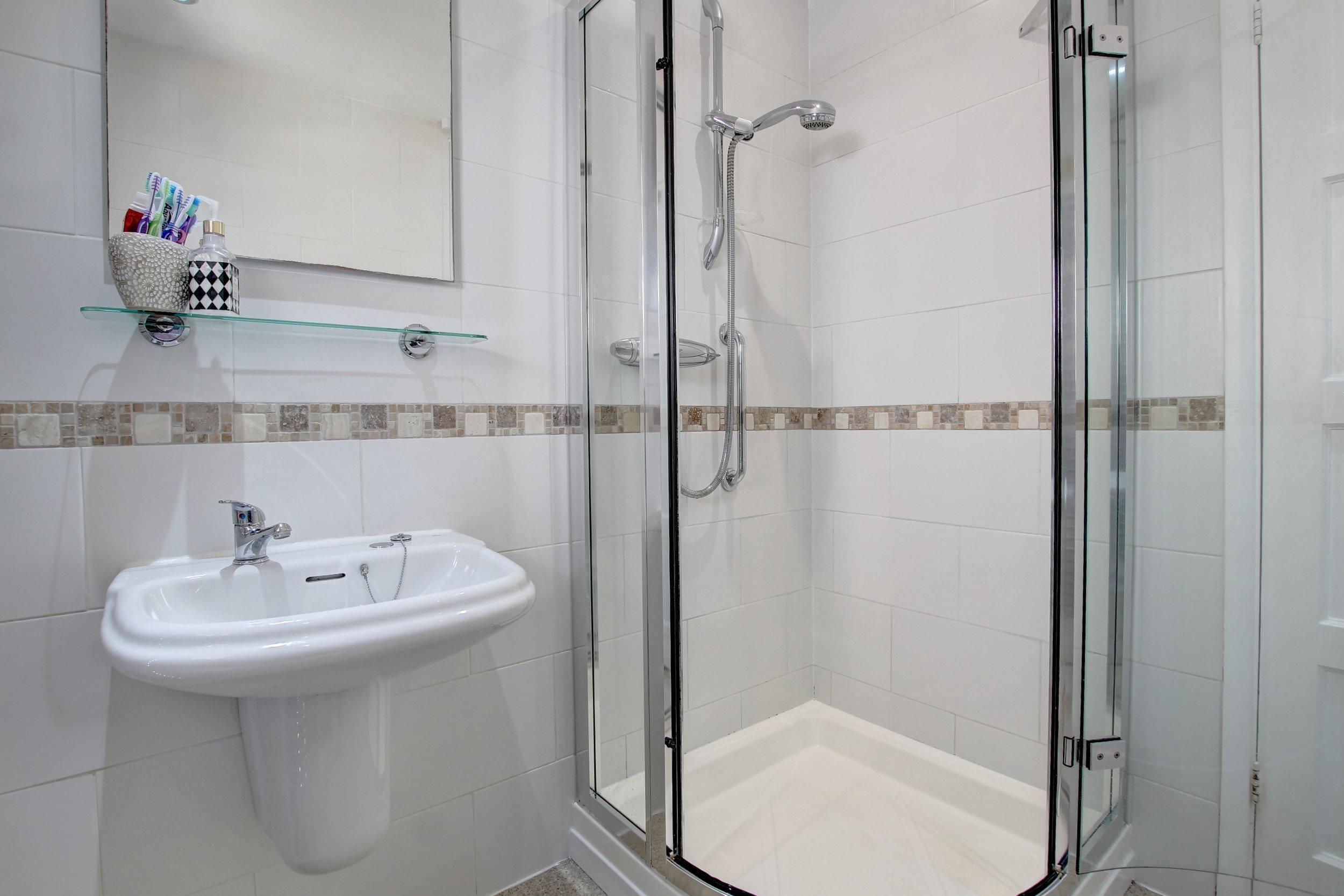 07 bathroom i.jpg