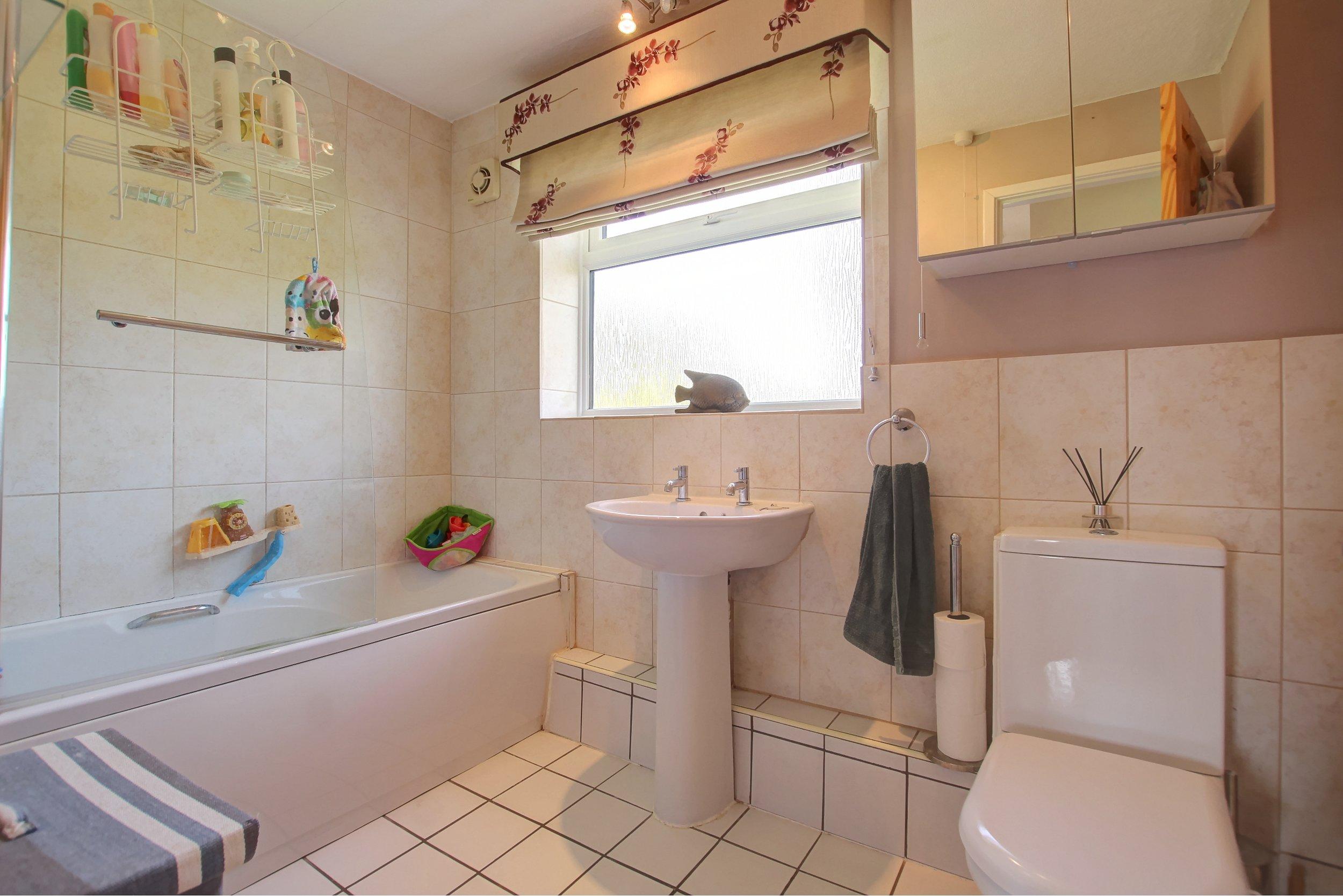 17 bathroom.jpg