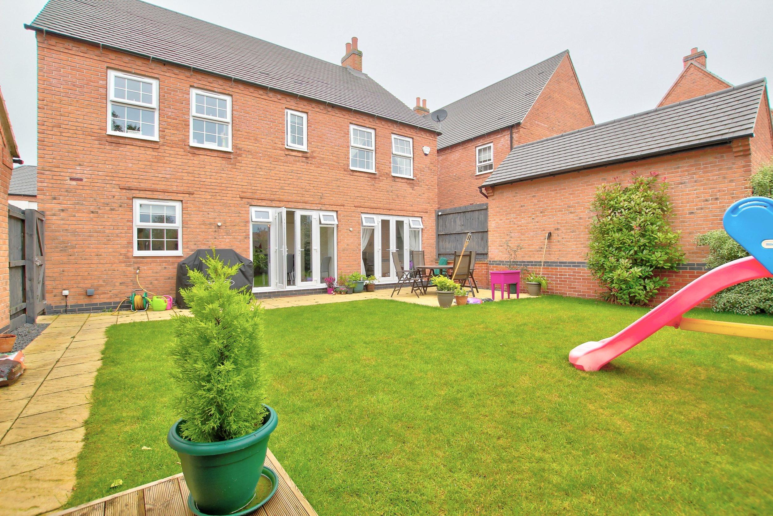 31 rear garden.jpg