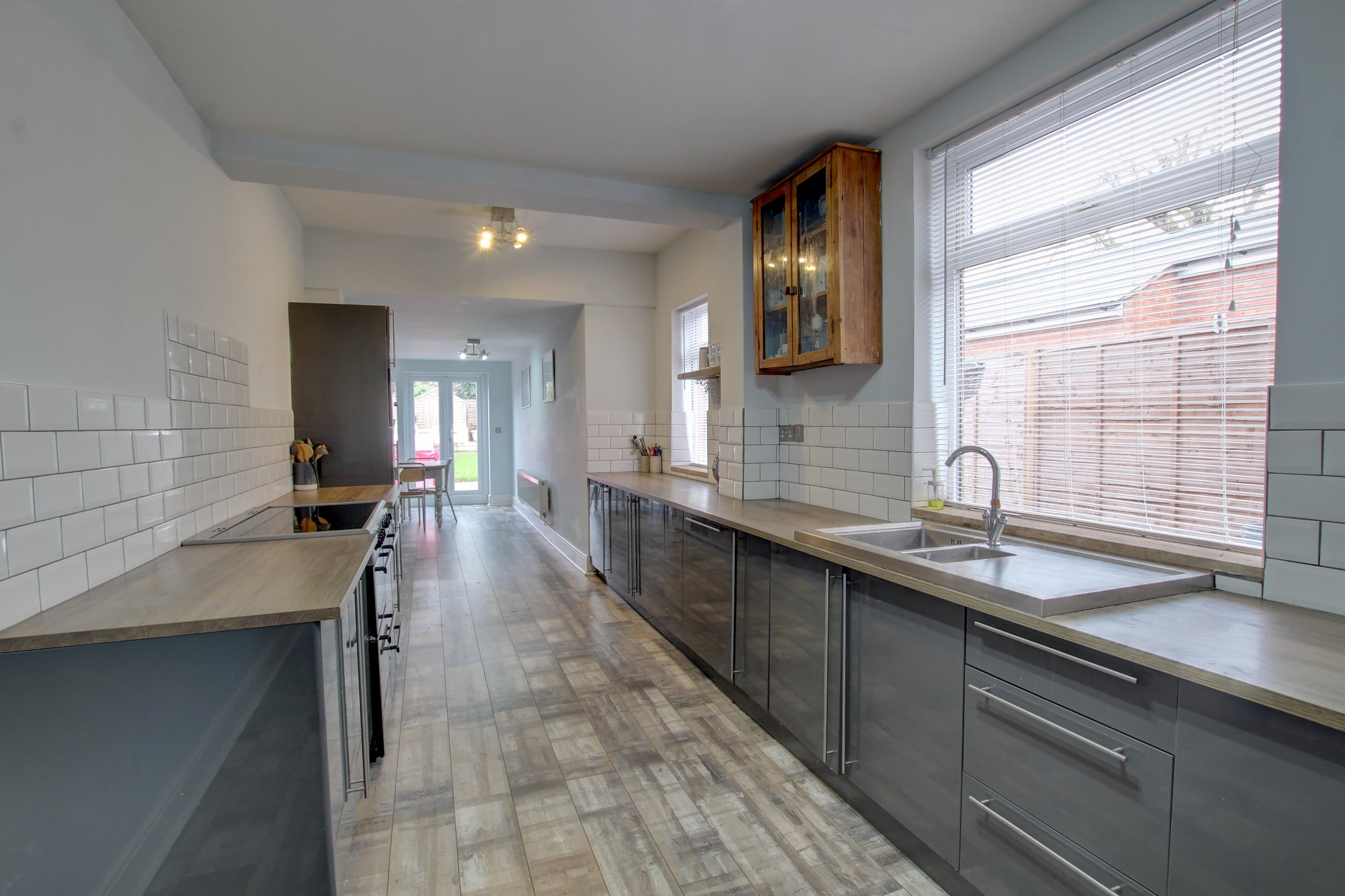 8 kitchen.jpg