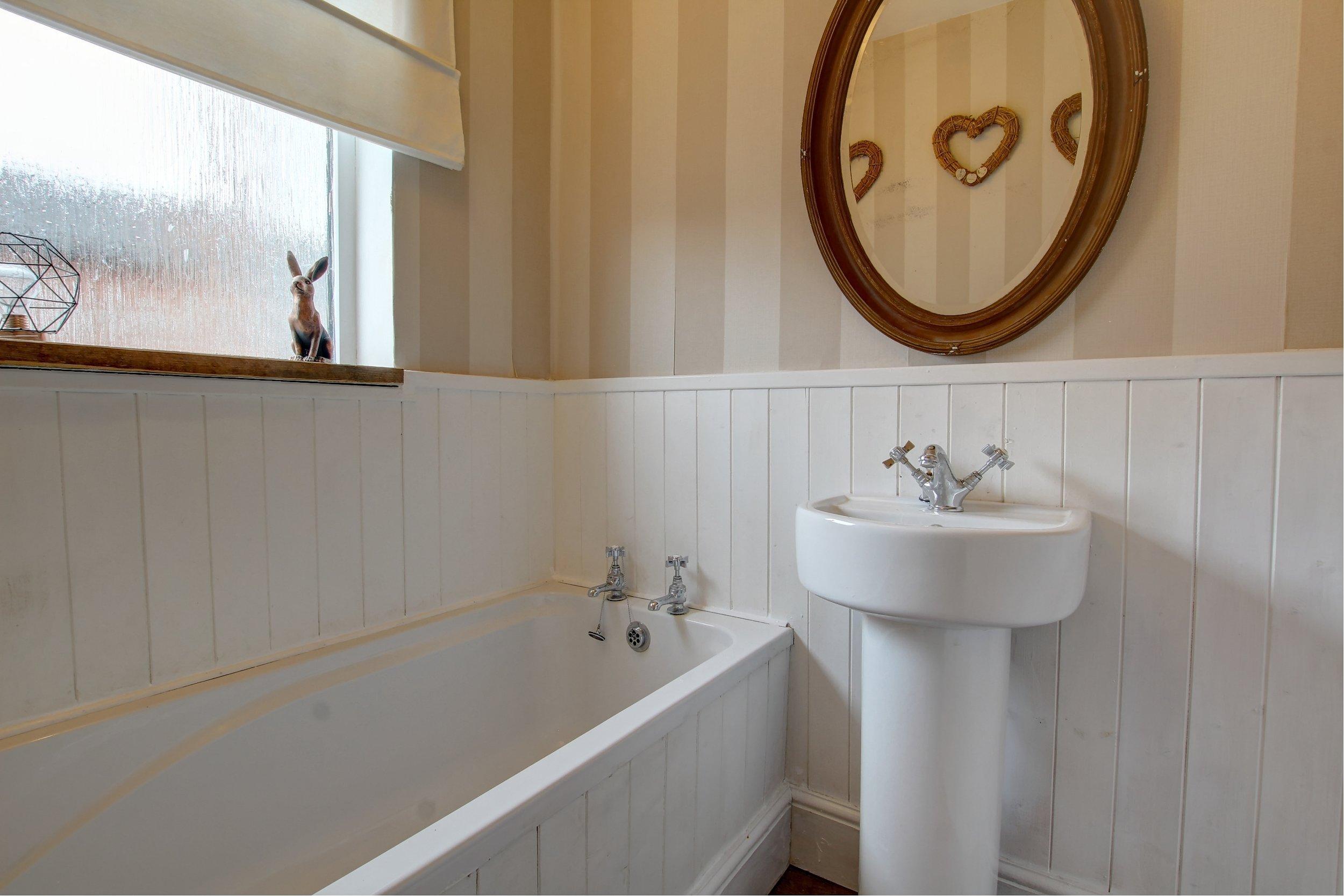 29 bathroom.jpg