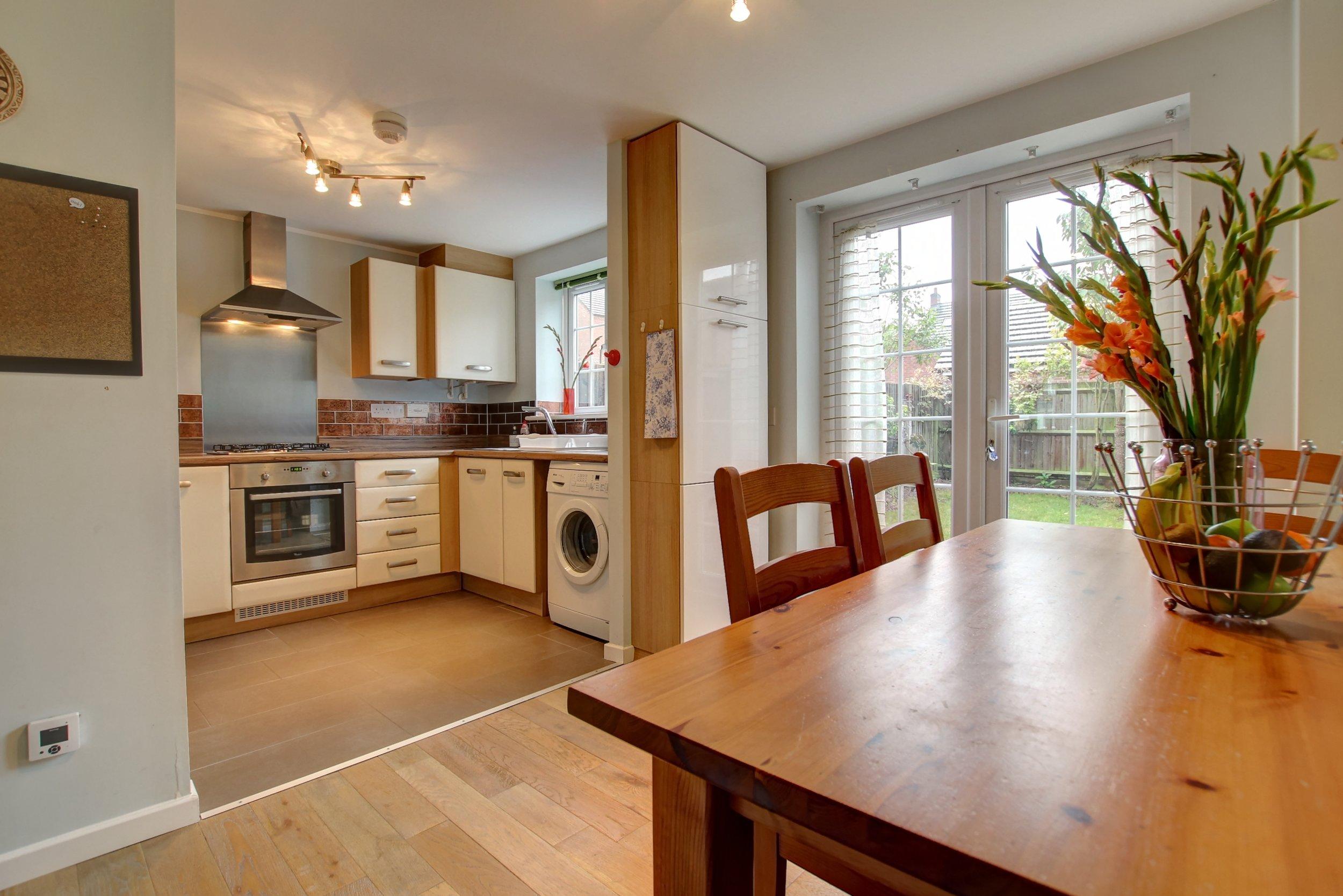 7 dining kitchen.jpg