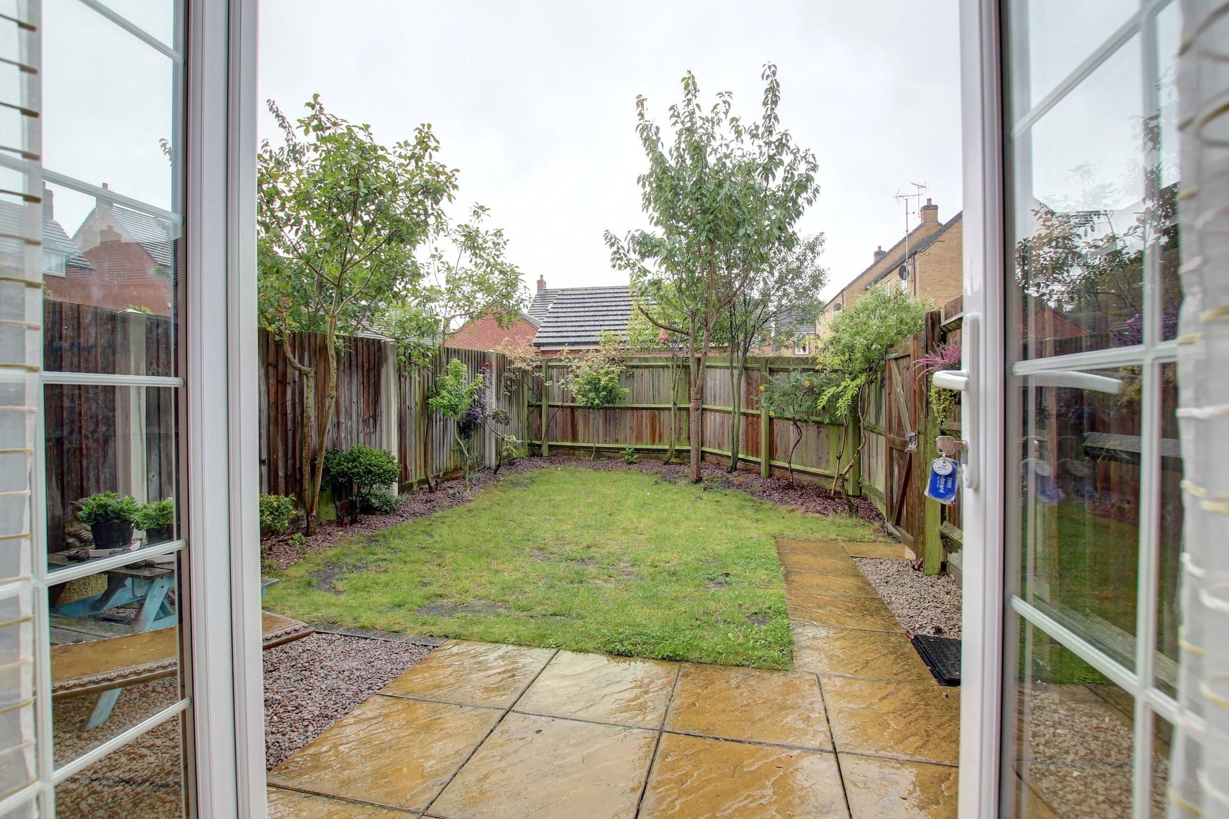 12 rear garden (1).jpg