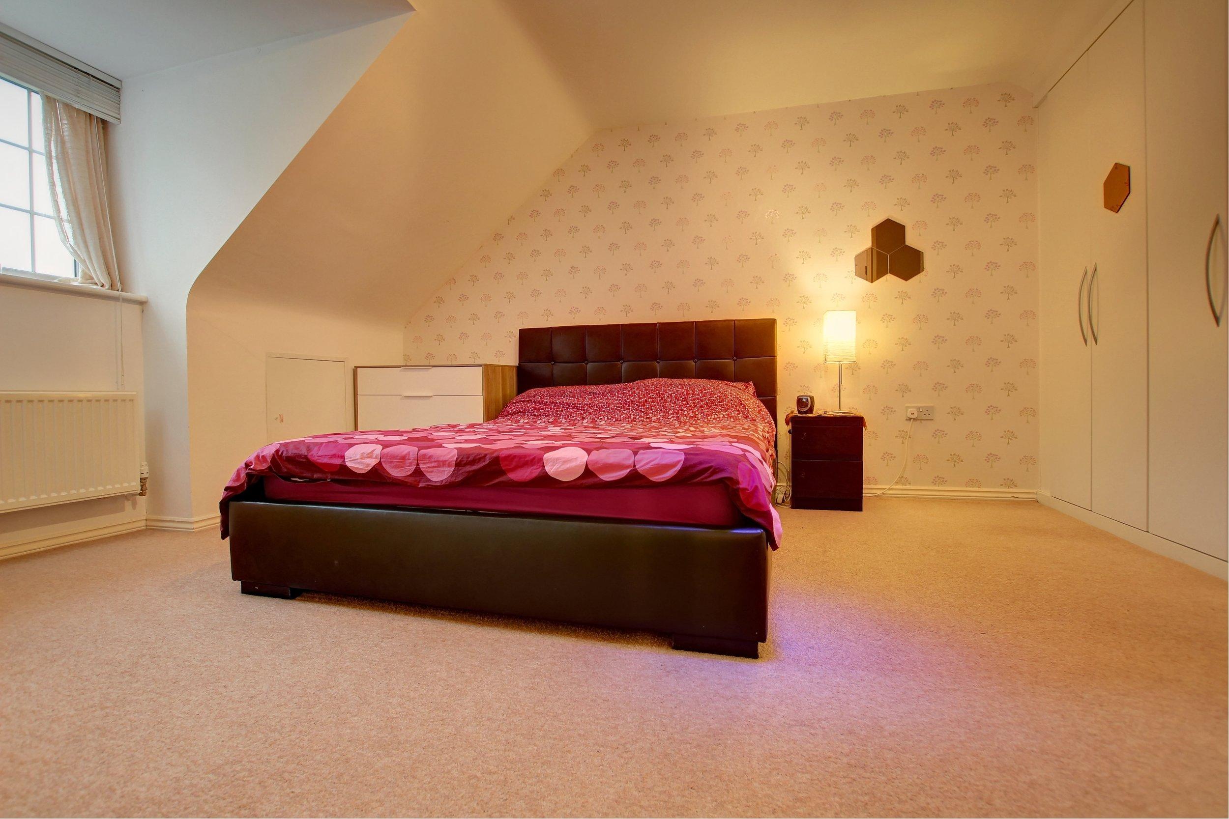 18 master bedroom.jpg