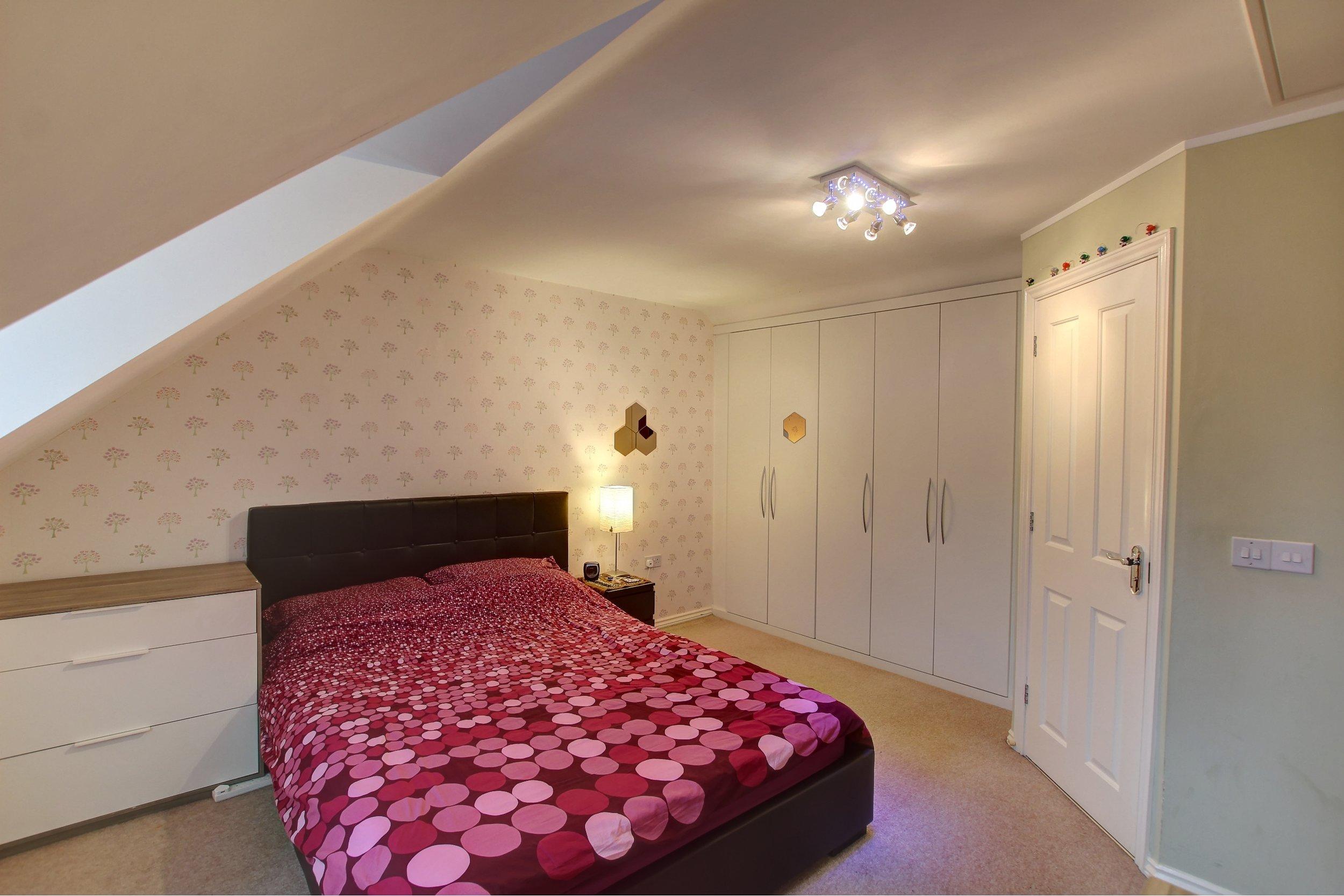 19 master bedroom.jpg