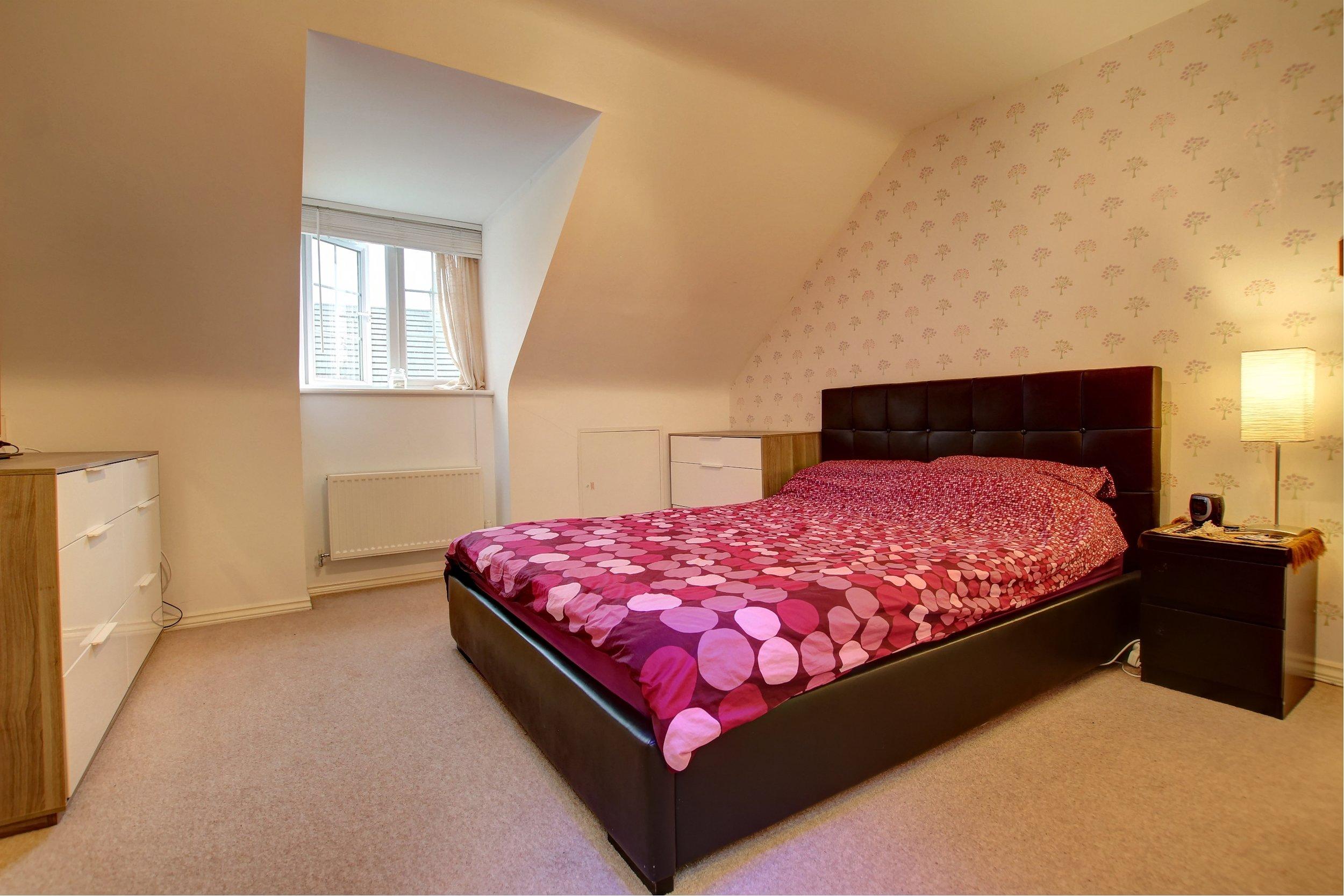 20 master bedroom.jpg