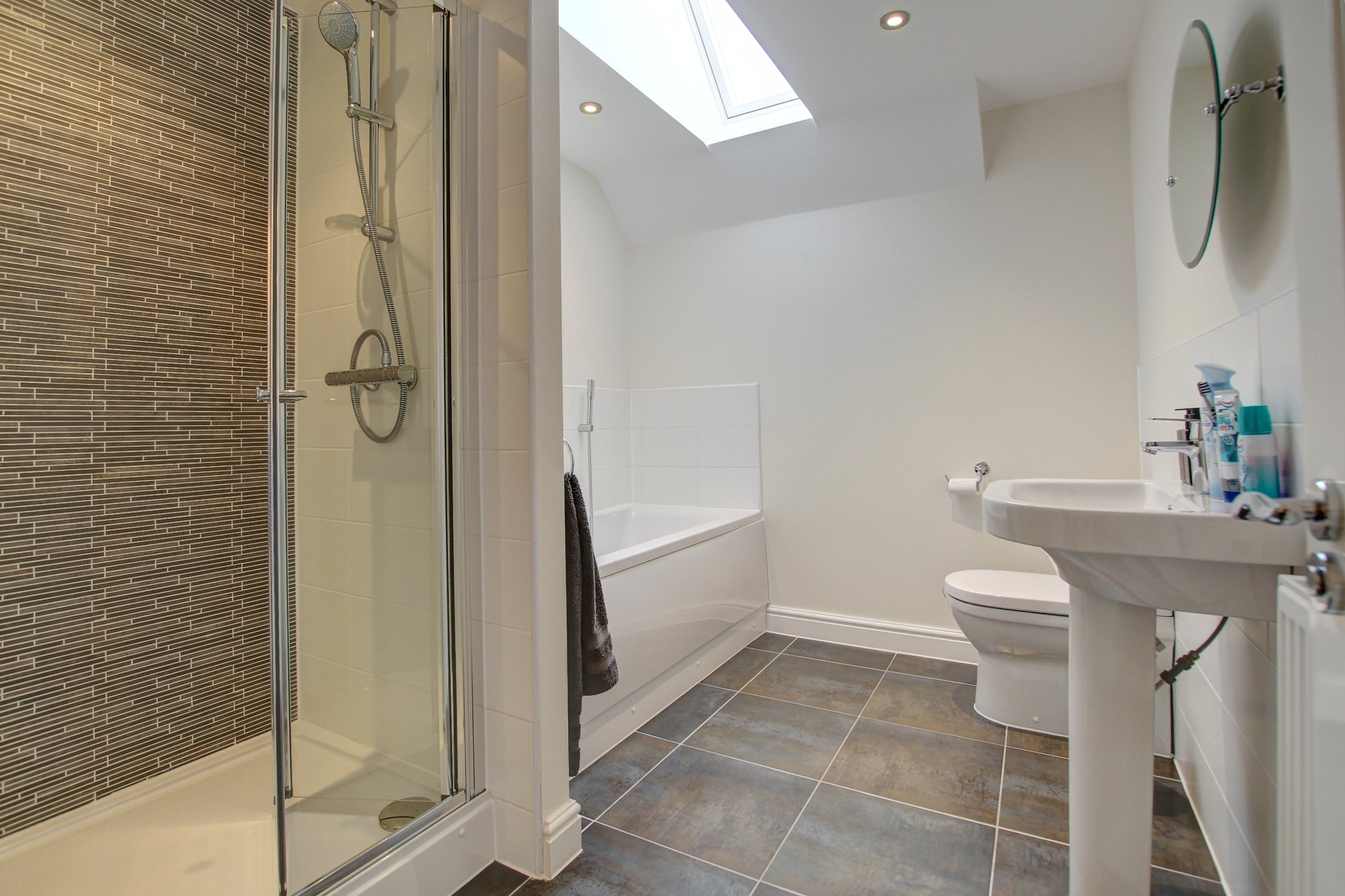 19 family bathroom.jpg